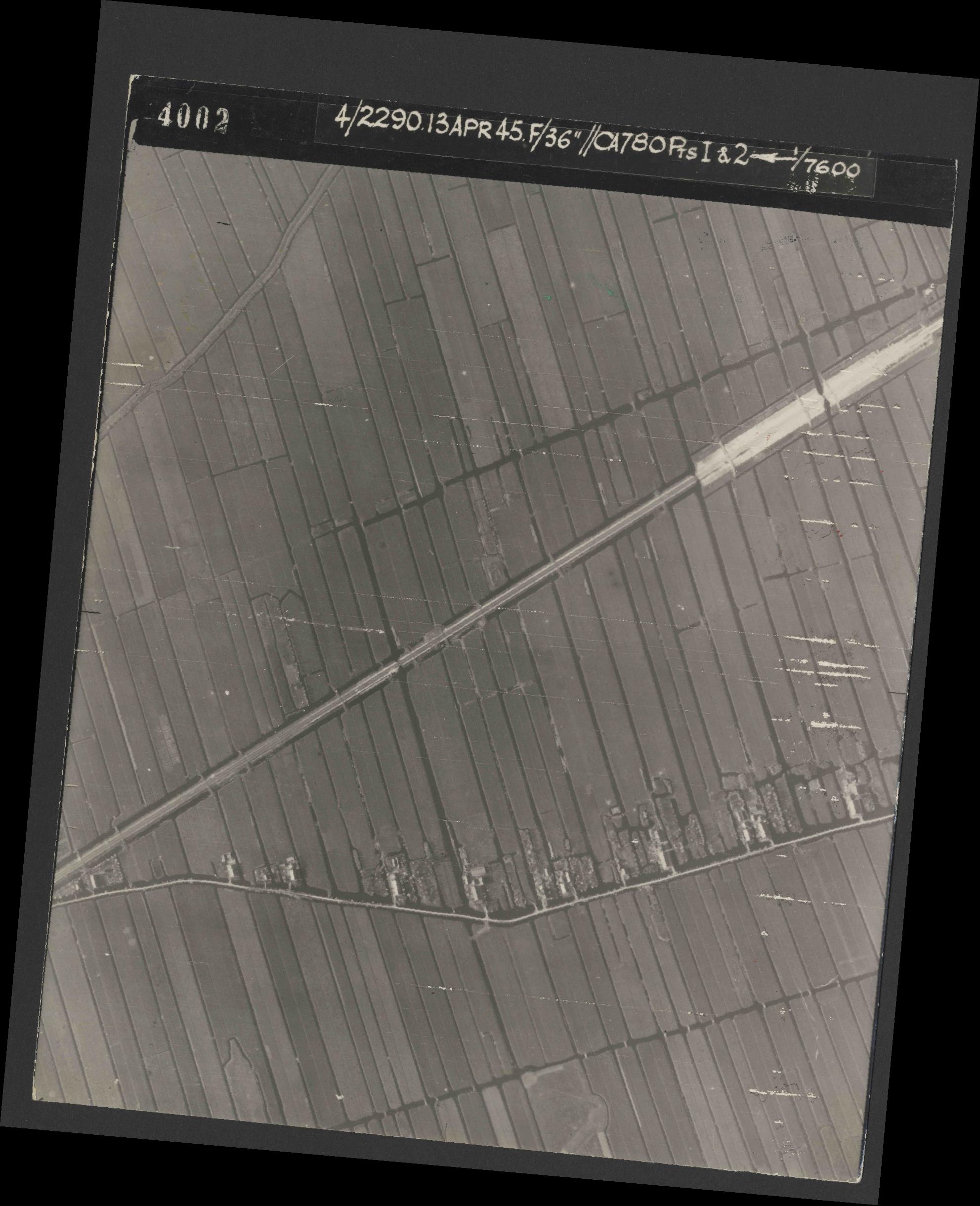 Collection RAF aerial photos 1940-1945 - flight 081, run 01, photo 4002