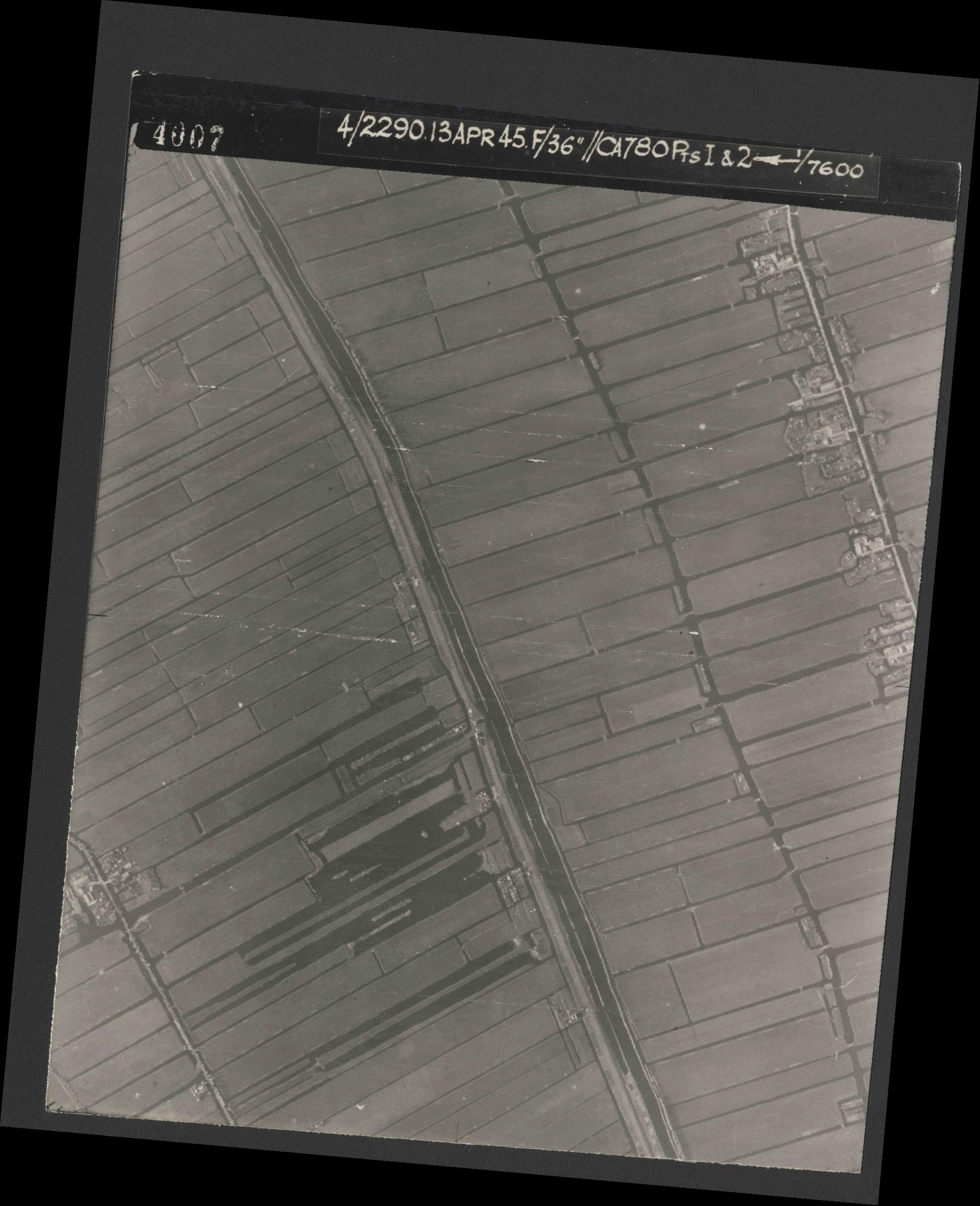 Collection RAF aerial photos 1940-1945 - flight 081, run 01, photo 4007