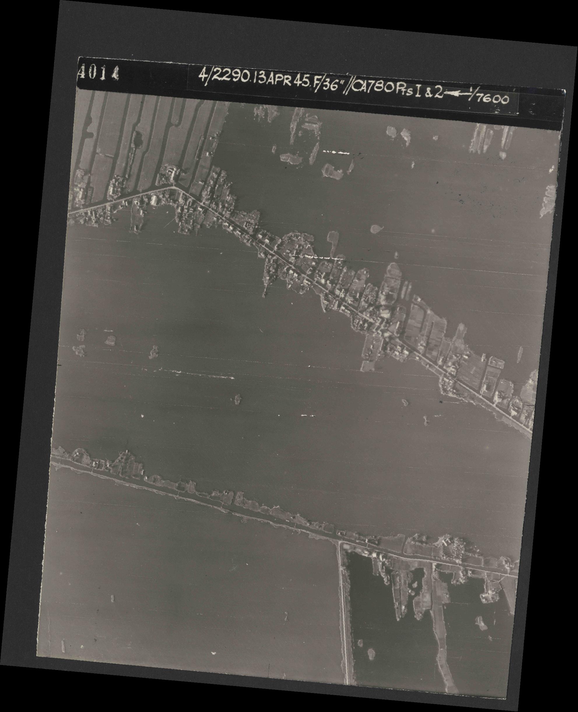 Collection RAF aerial photos 1940-1945 - flight 081, run 01, photo 4014