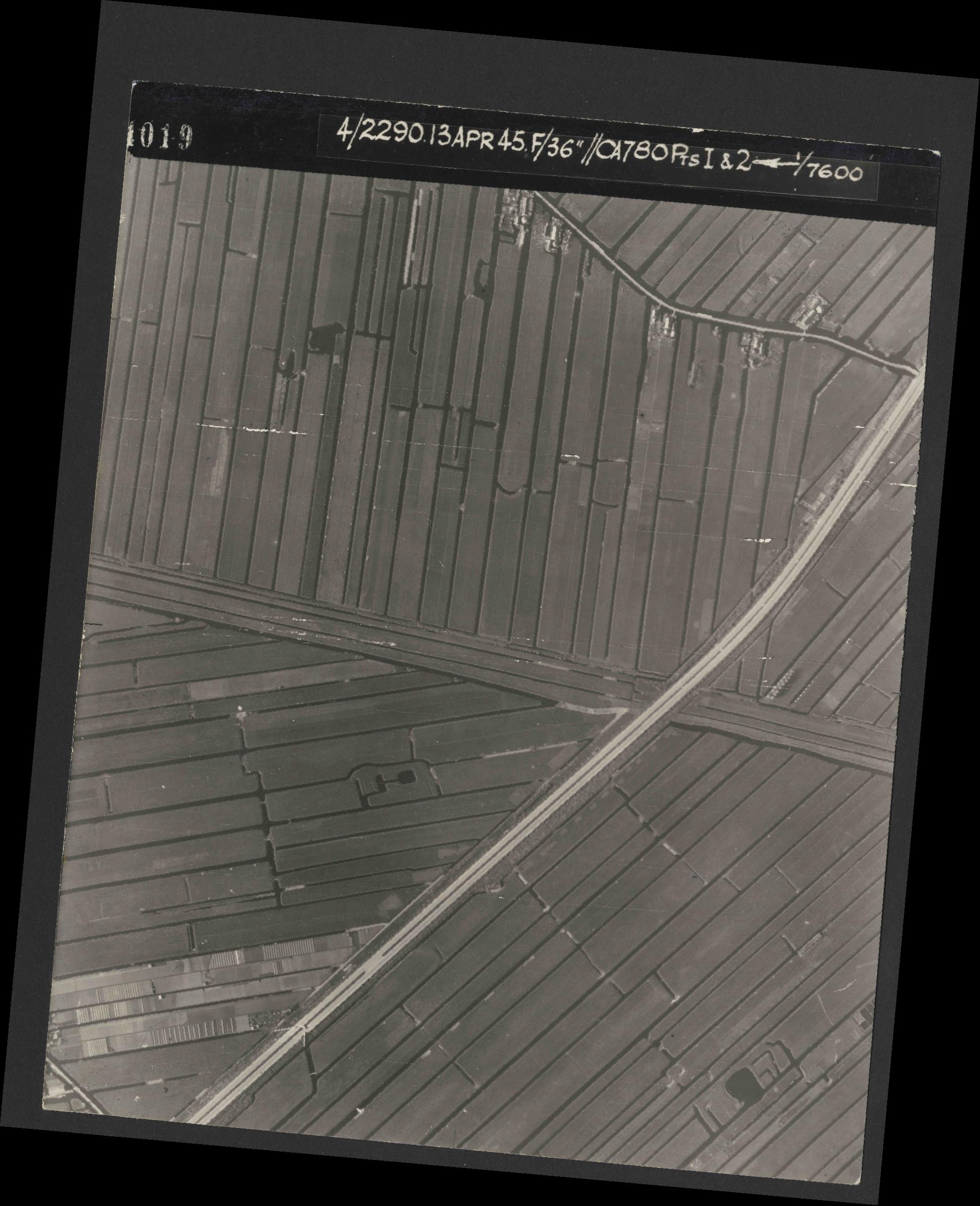 Collection RAF aerial photos 1940-1945 - flight 081, run 01, photo 4019