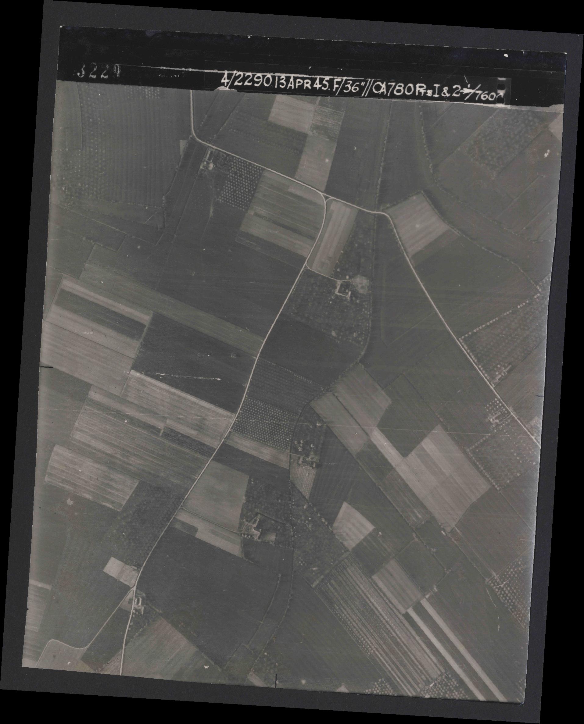 Collection RAF aerial photos 1940-1945 - flight 081, run 16, photo 3229