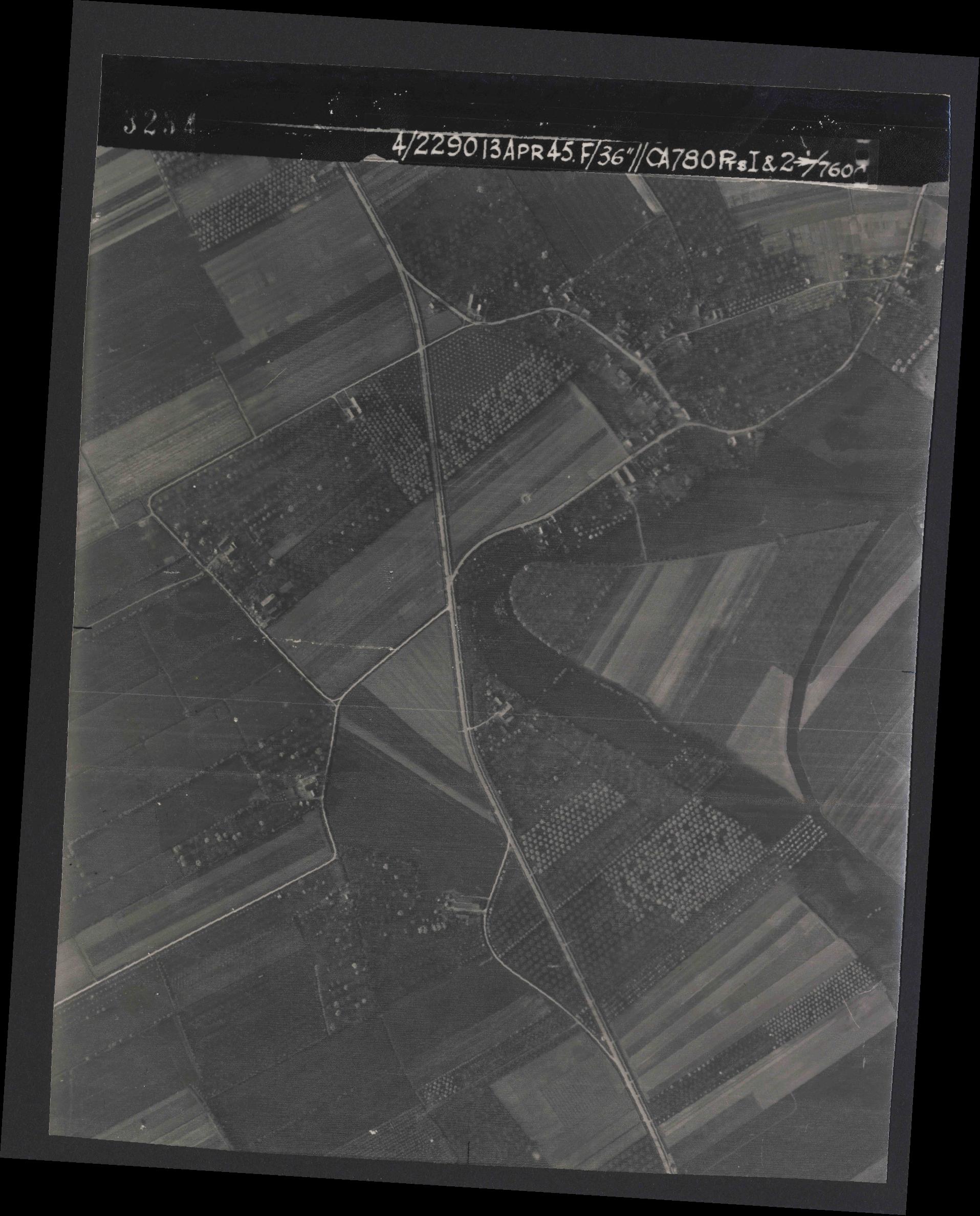 Collection RAF aerial photos 1940-1945 - flight 081, run 16, photo 3234
