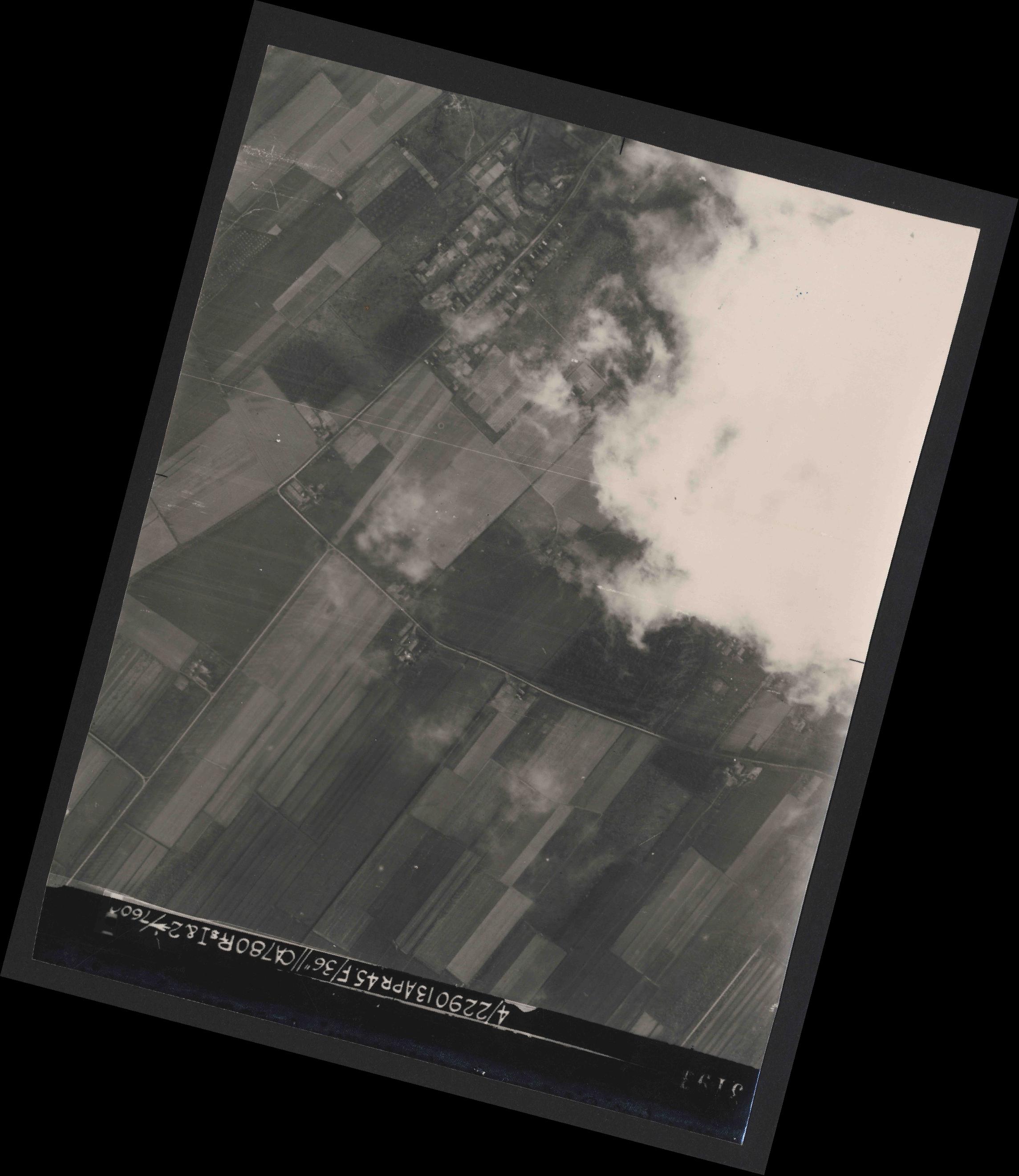 Collection RAF aerial photos 1940-1945 - flight 081, run 17, photo 3193