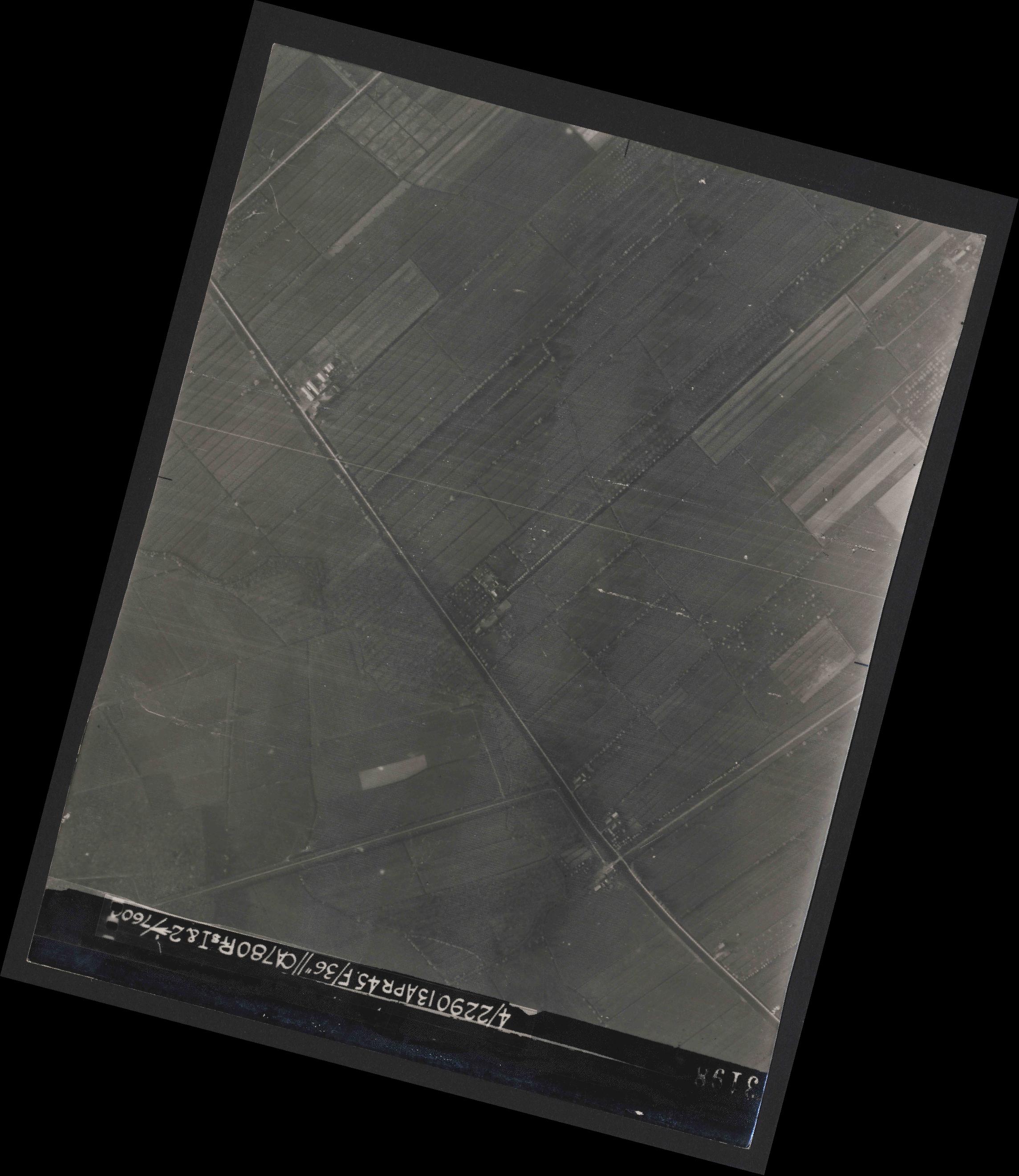 Collection RAF aerial photos 1940-1945 - flight 081, run 17, photo 3198
