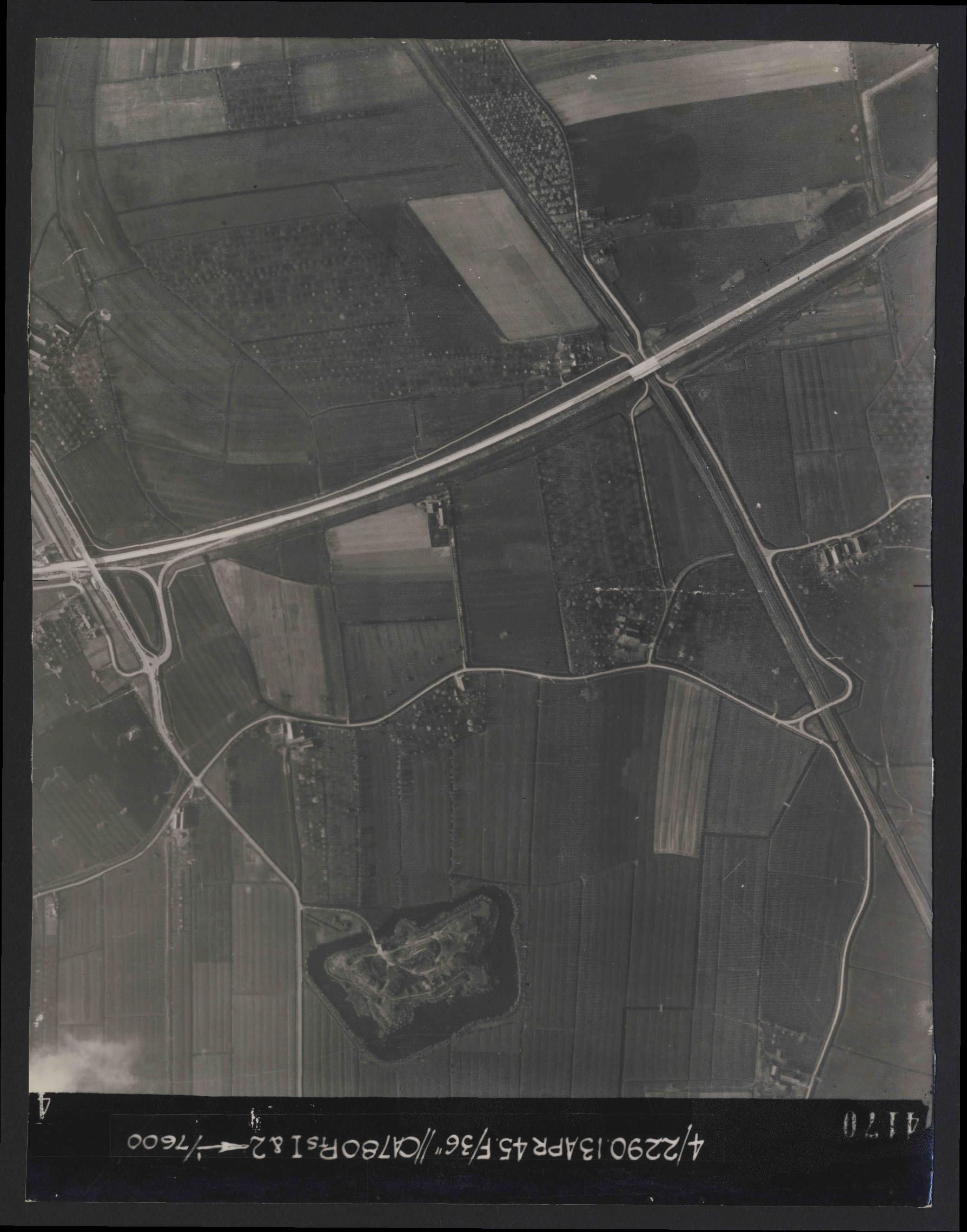 Collection RAF aerial photos 1940-1945 - flight 081, run 18, photo 4170