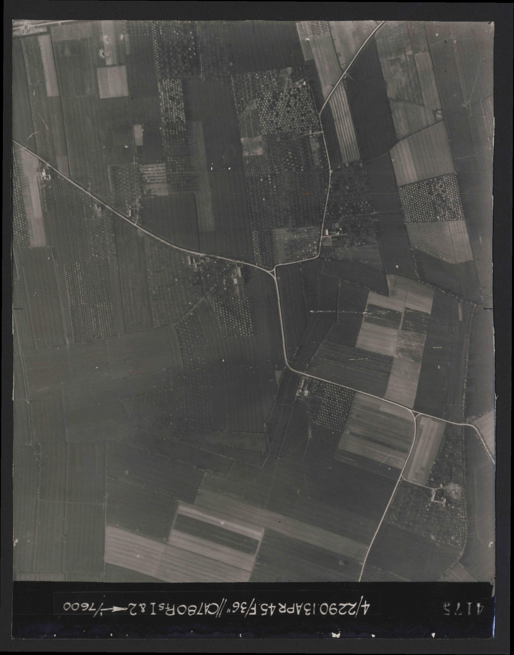 Collection RAF aerial photos 1940-1945 - flight 081, run 18, photo 4175