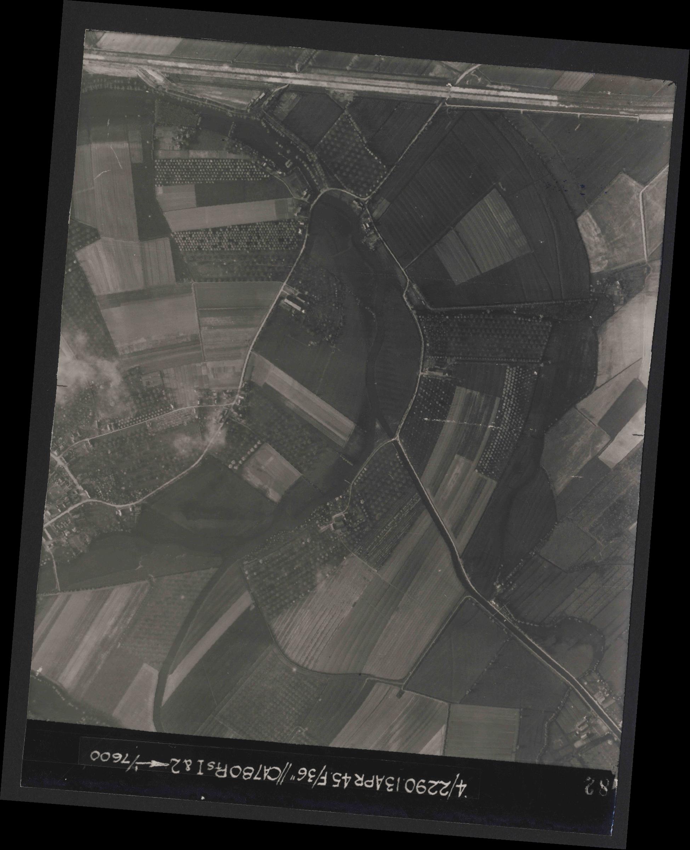 Collection RAF aerial photos 1940-1945 - flight 081, run 18, photo 4182
