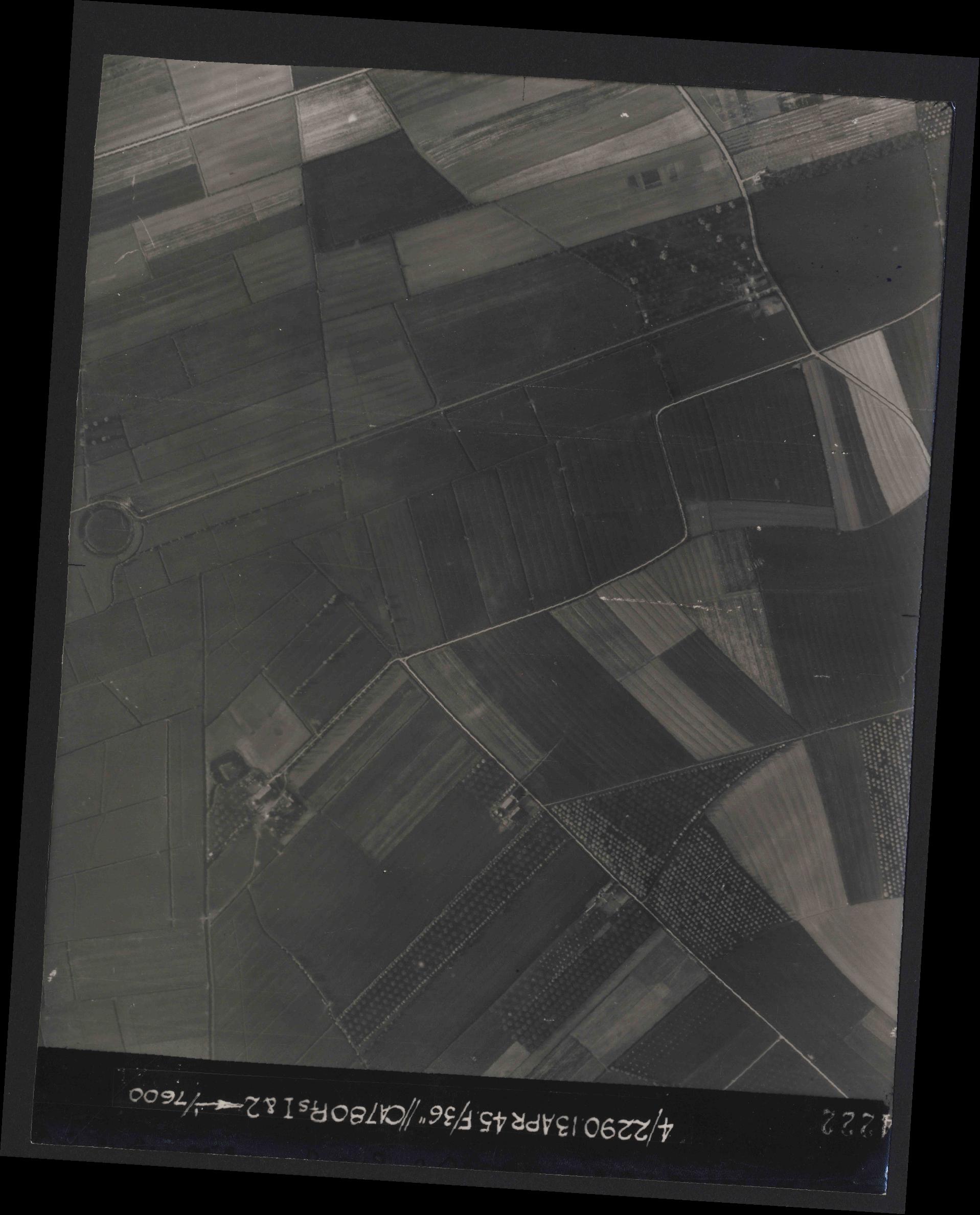 Collection RAF aerial photos 1940-1945 - flight 081, run 19, photo 4222