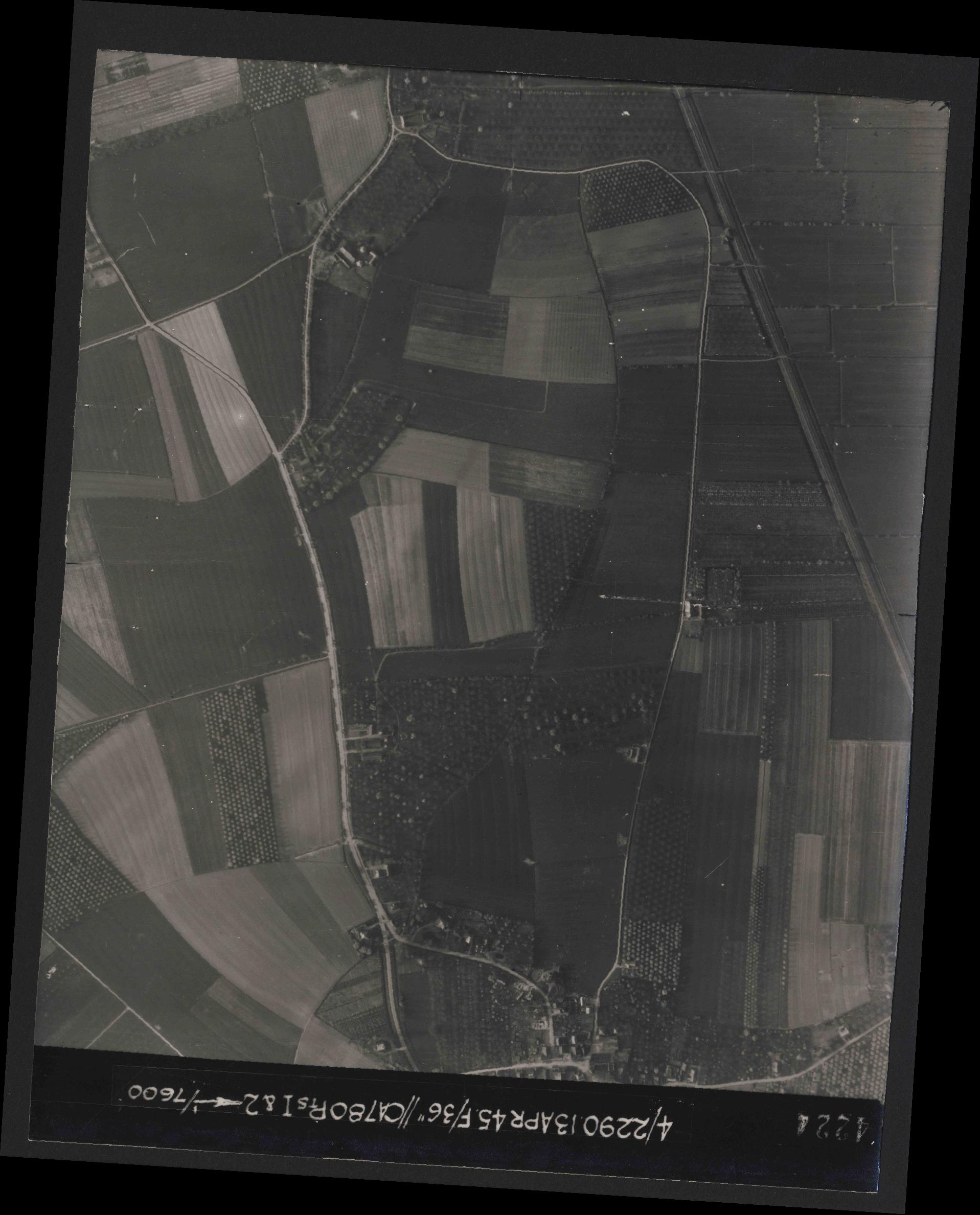 Collection RAF aerial photos 1940-1945 - flight 081, run 19, photo 4224