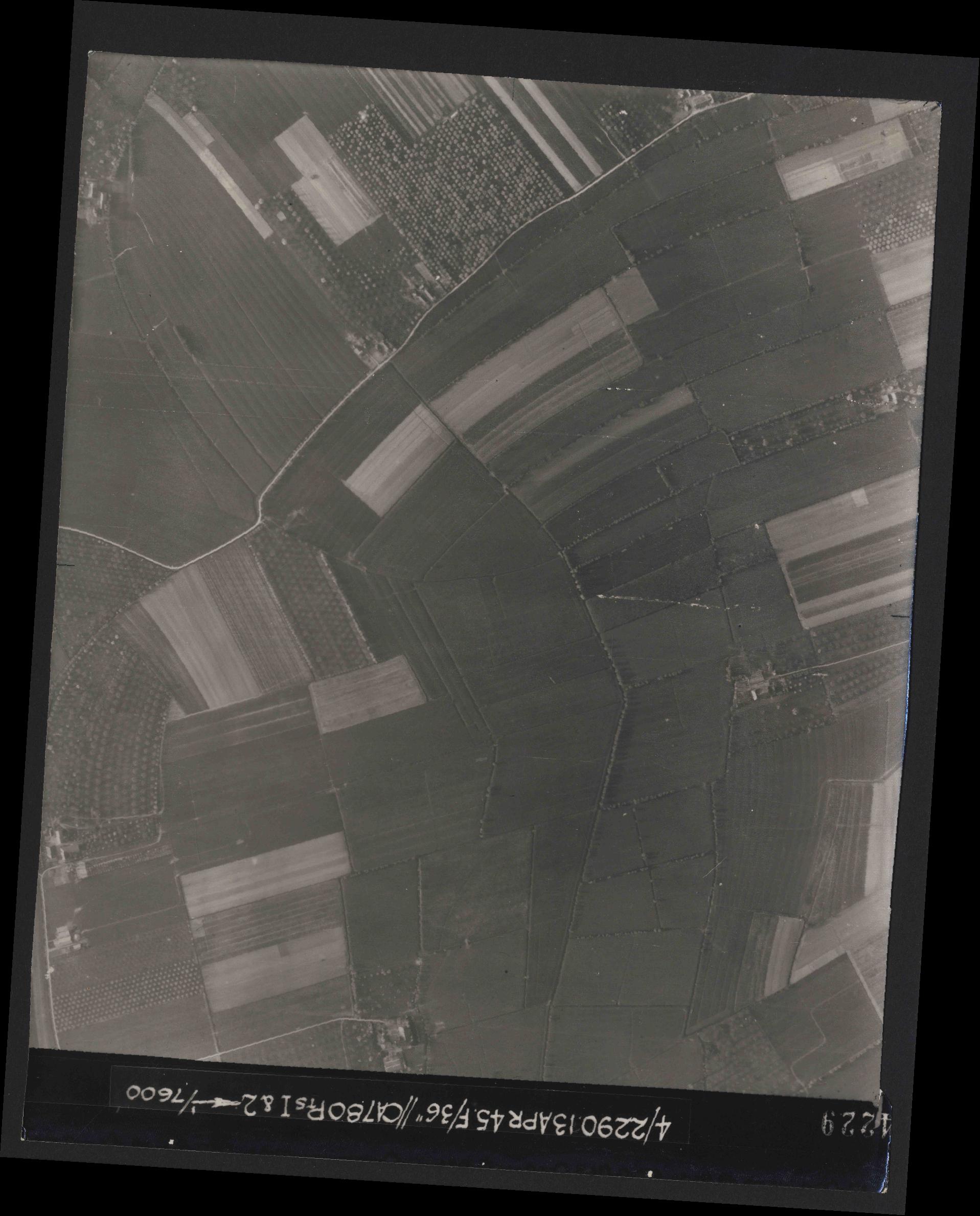Collection RAF aerial photos 1940-1945 - flight 081, run 19, photo 4229