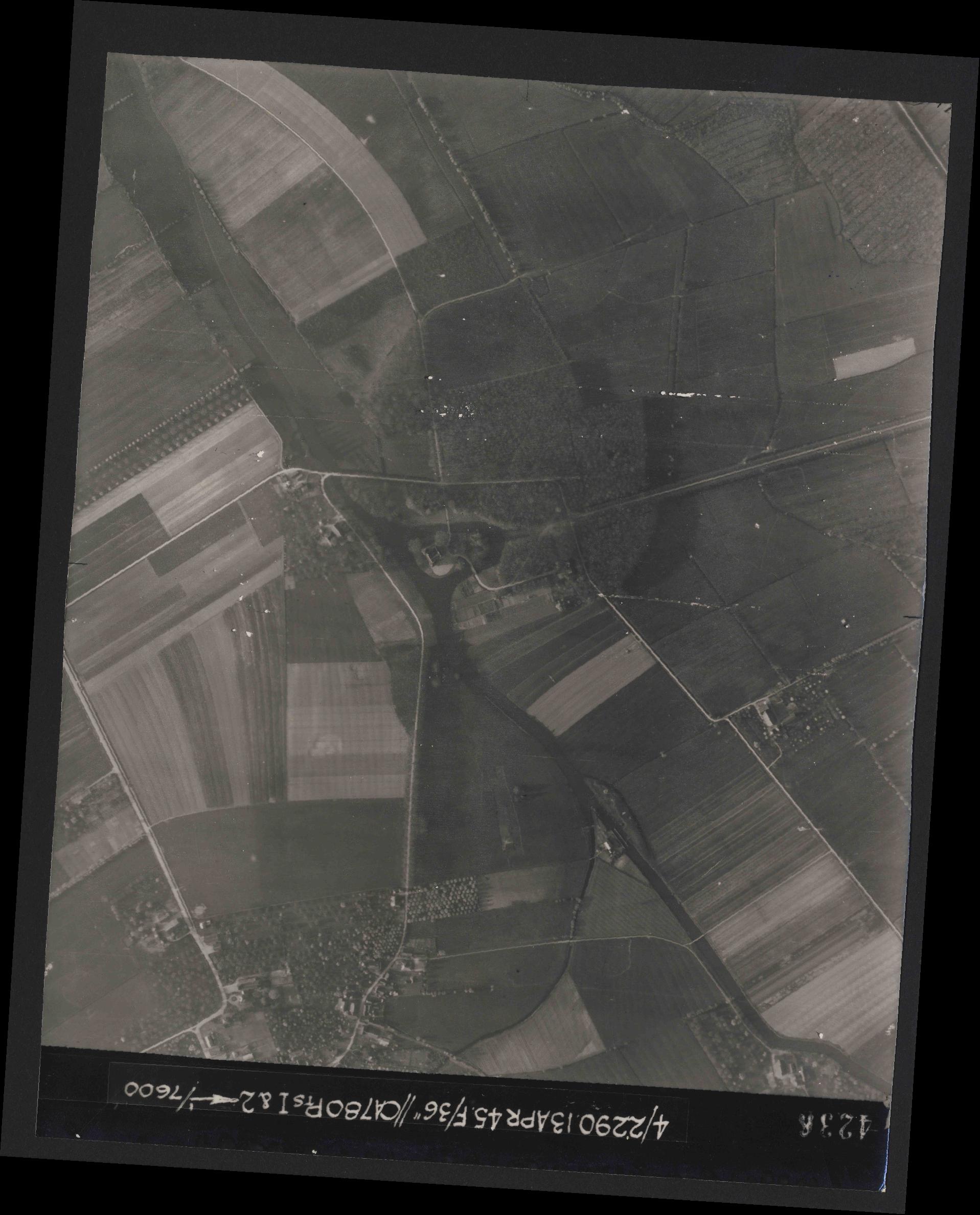 Collection RAF aerial photos 1940-1945 - flight 081, run 19, photo 4236