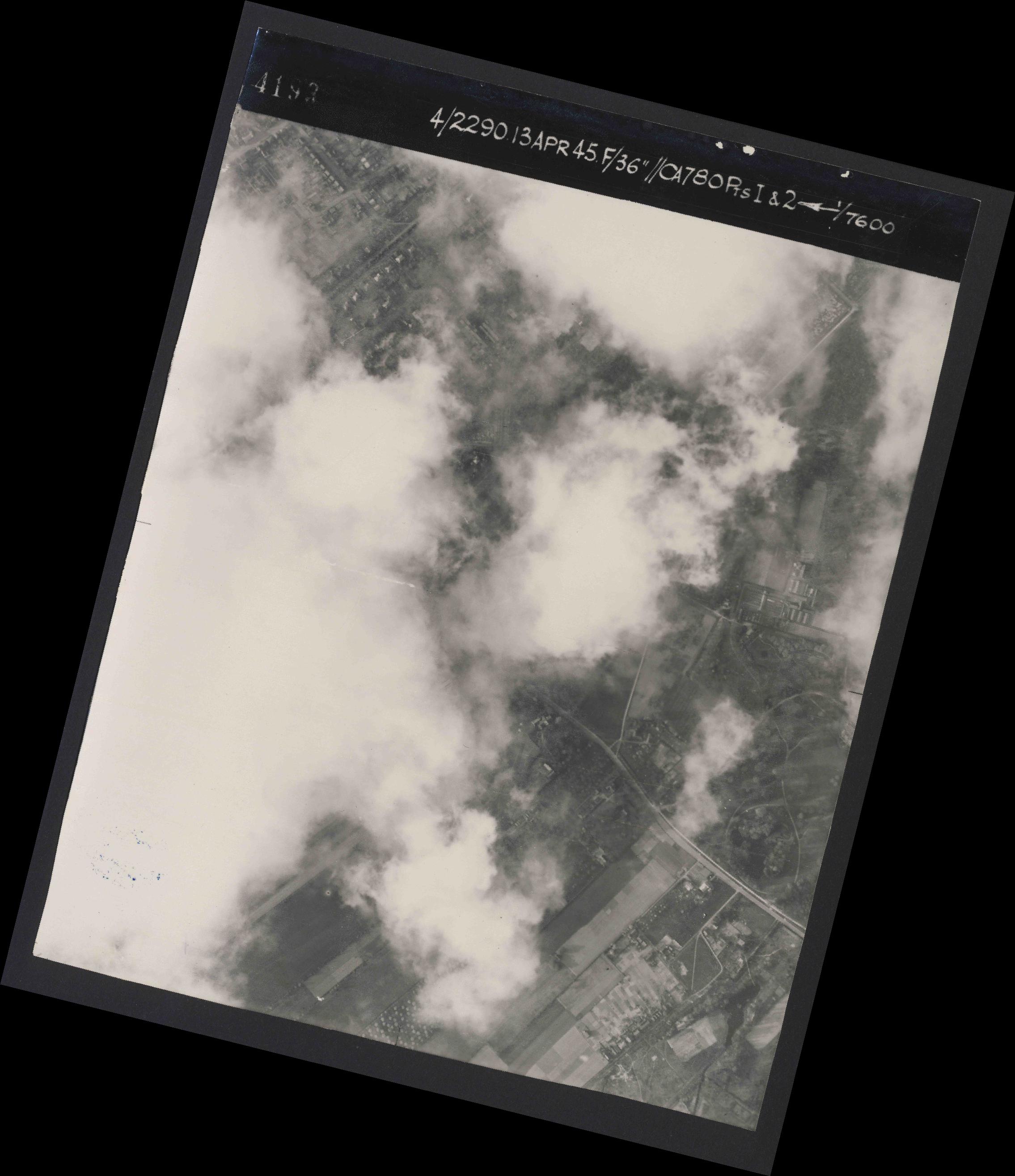 Collection RAF aerial photos 1940-1945 - flight 081, run 20, photo 4193