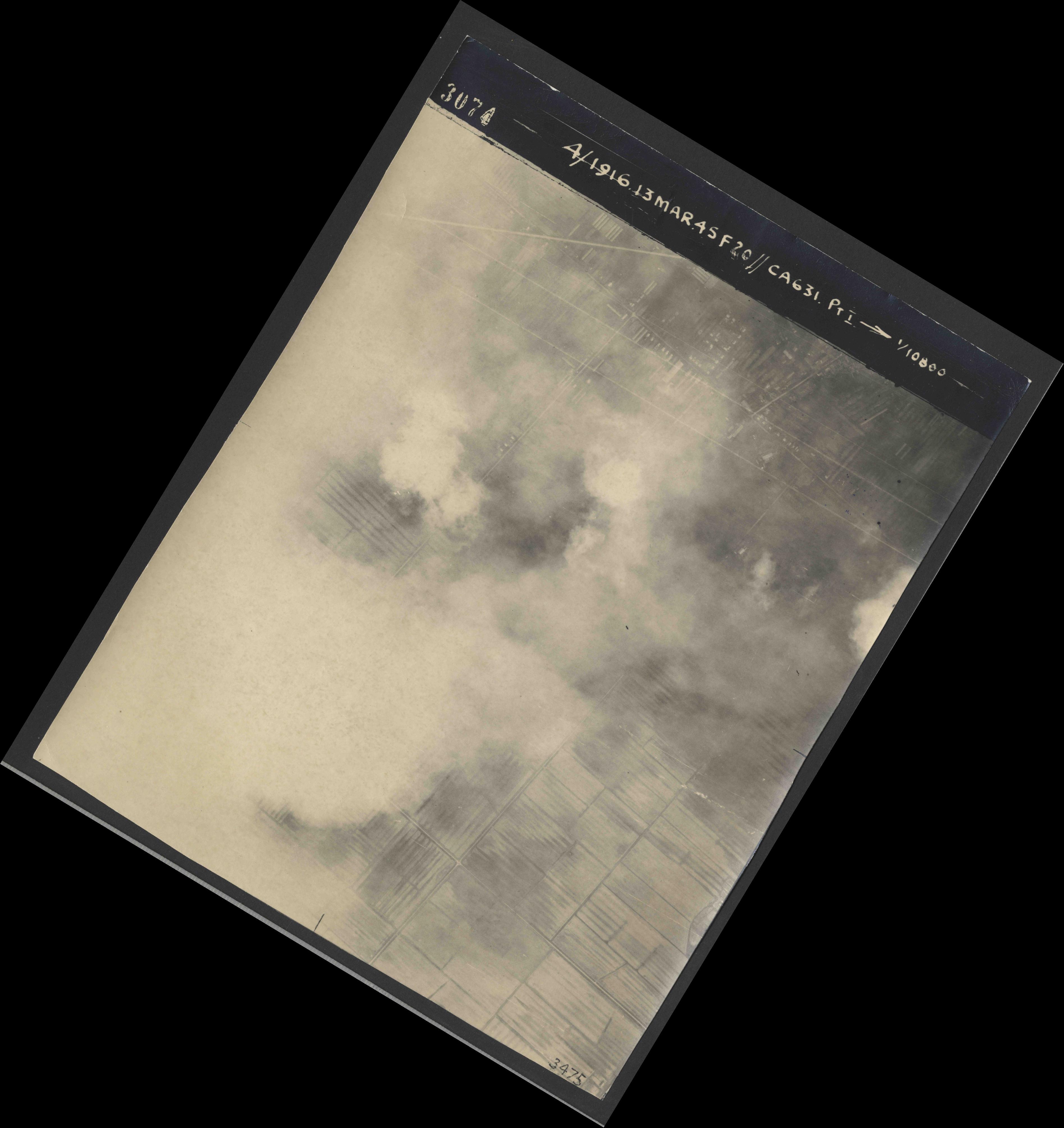 Collection RAF aerial photos 1940-1945 - flight 085, run 01, photo 3074