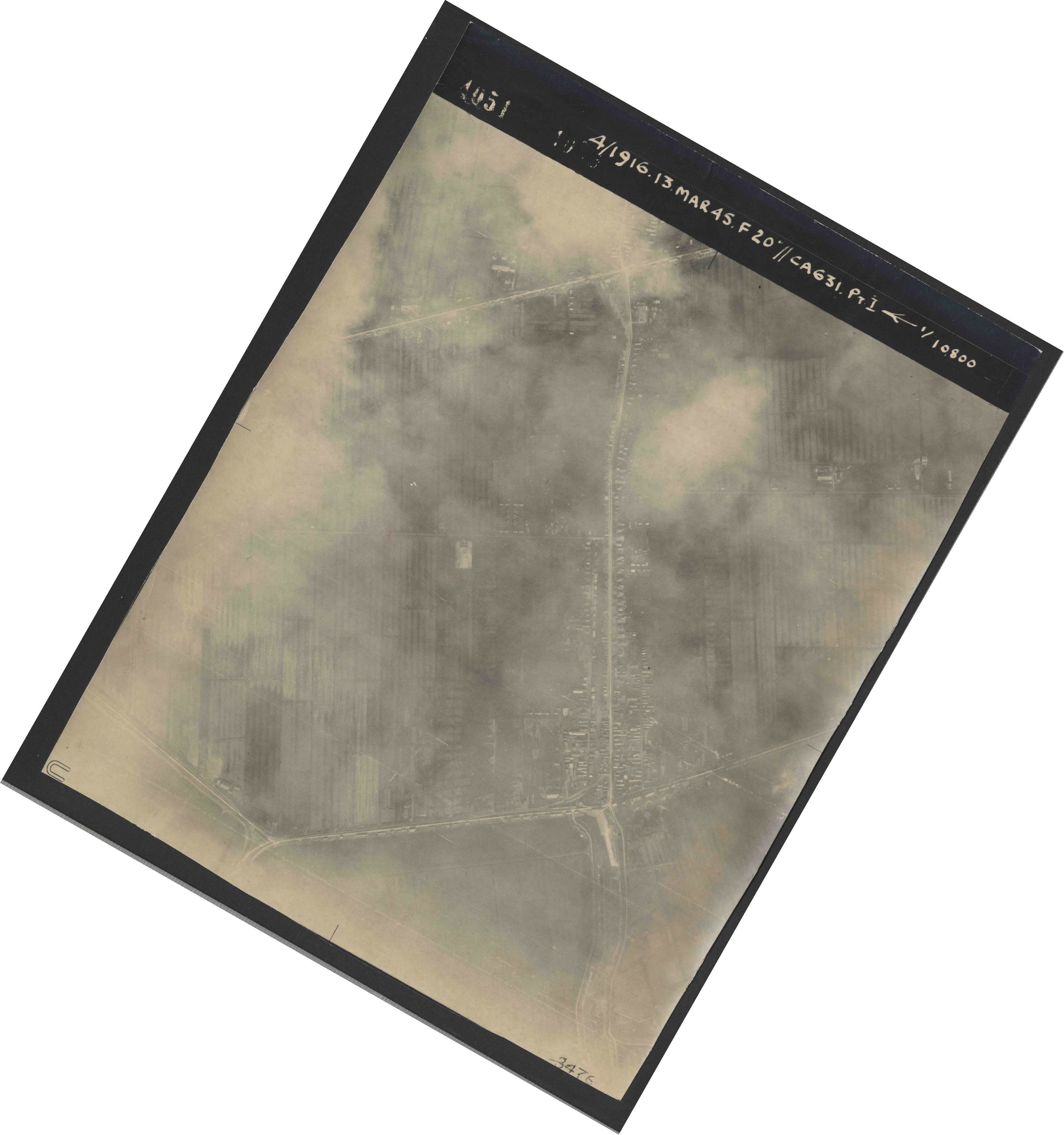Collection RAF aerial photos 1940-1945 - flight 085, run 02, photo 4051