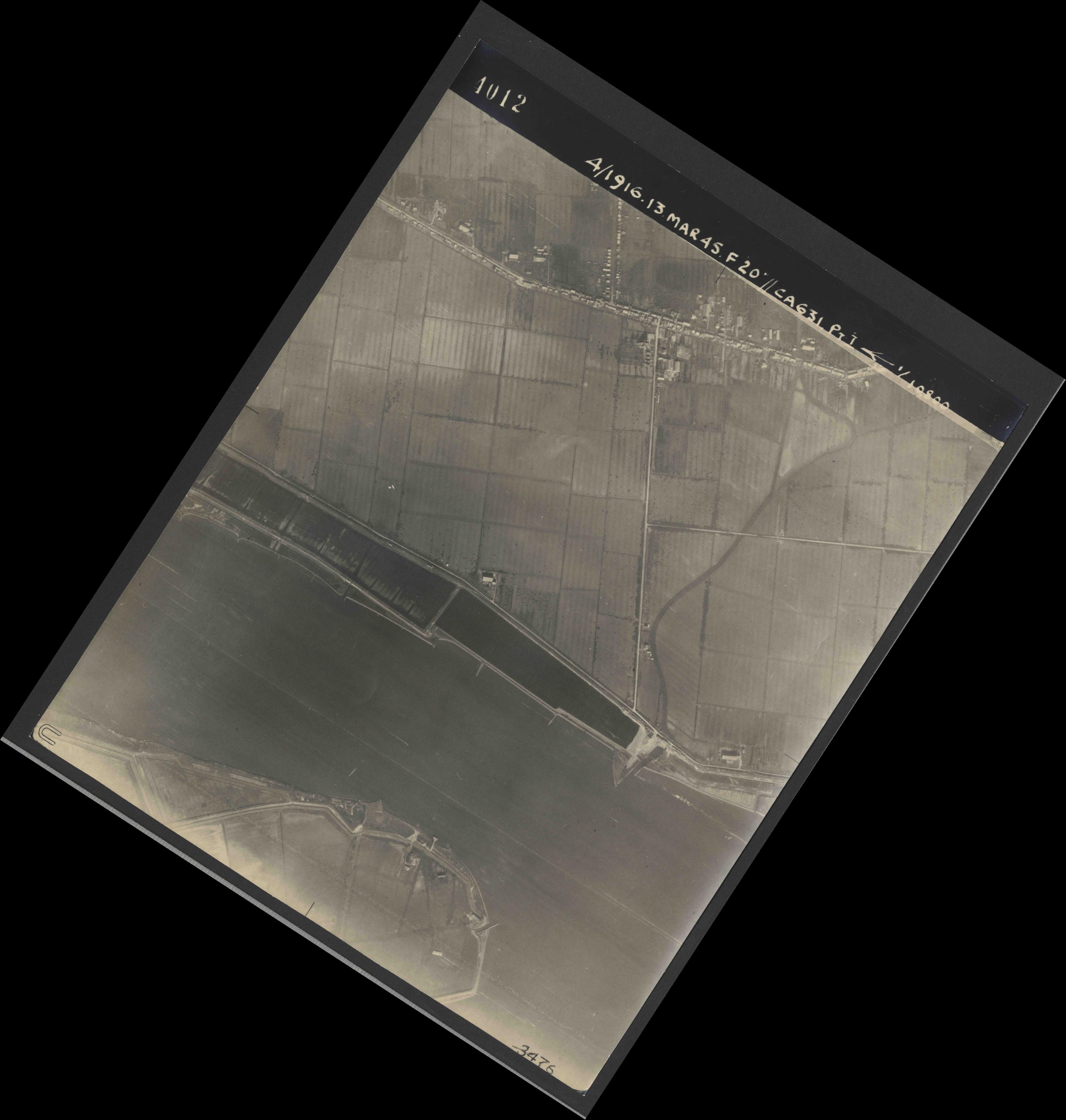 Collection RAF aerial photos 1940-1945 - flight 085, run 03, photo 4012