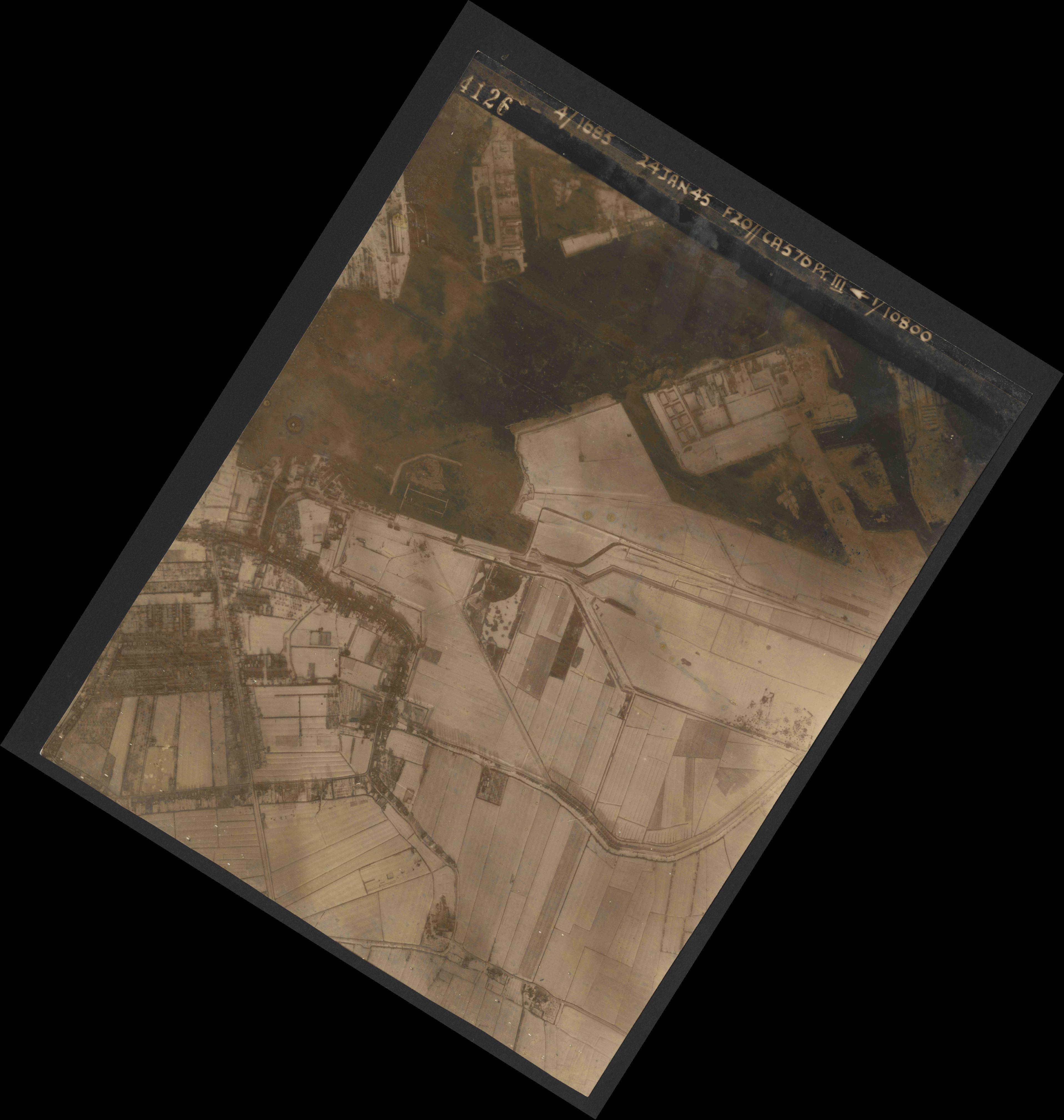 Collection RAF aerial photos 1940-1945 - flight 086, run 01, photo 4126