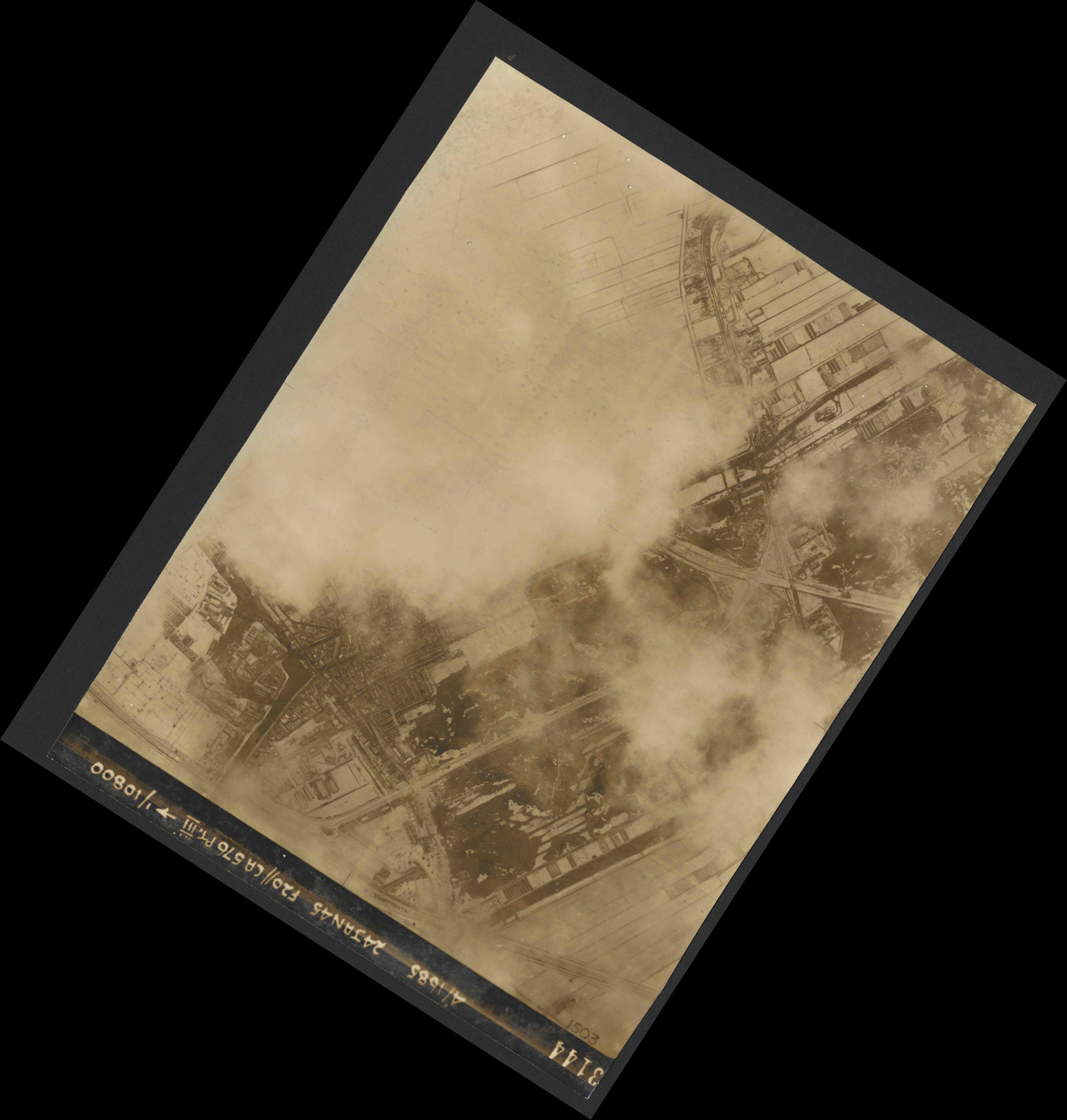 Collection RAF aerial photos 1940-1945 - flight 086, run 02, photo 3144