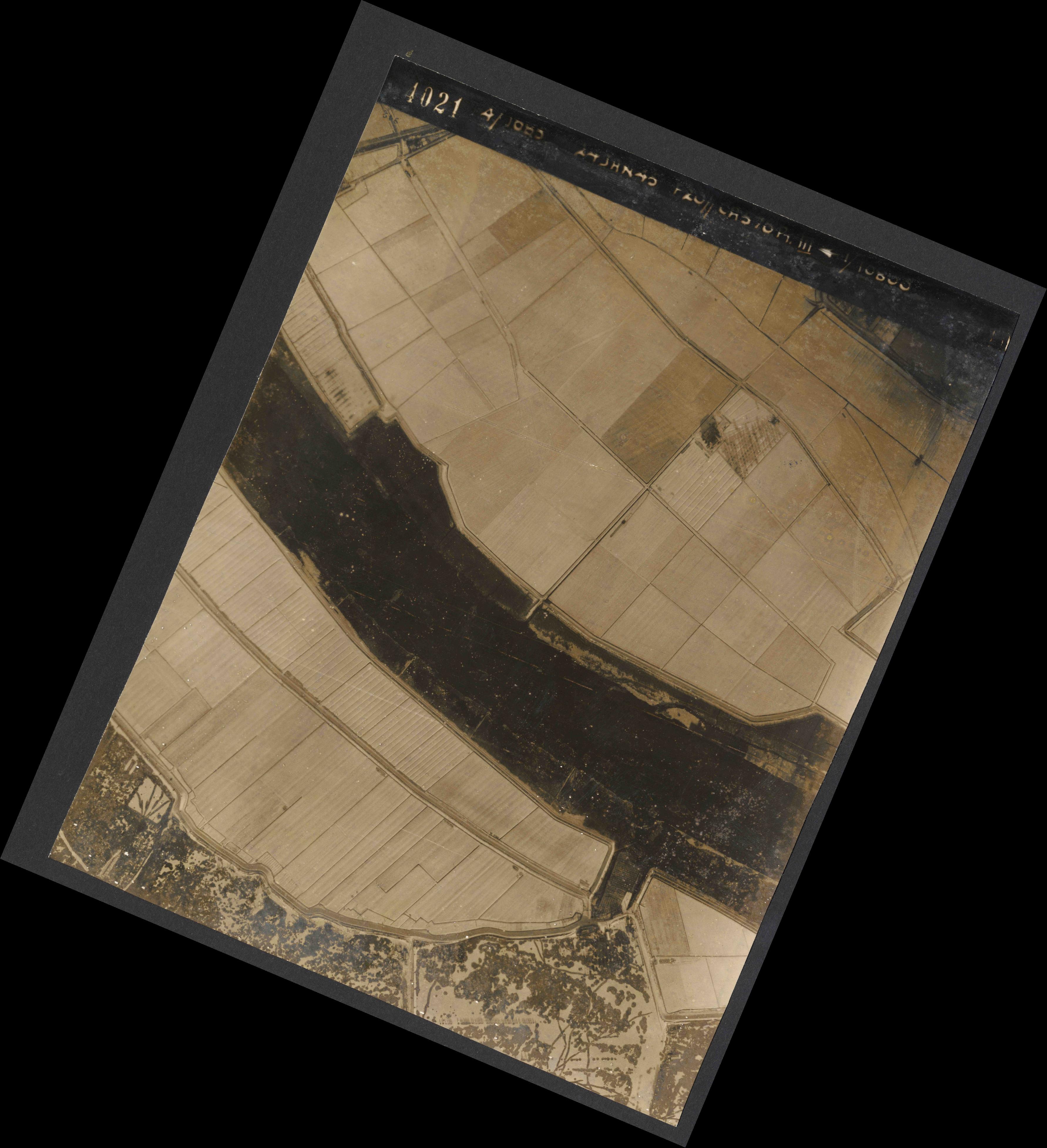 Collection RAF aerial photos 1940-1945 - flight 086, run 05, photo 4021