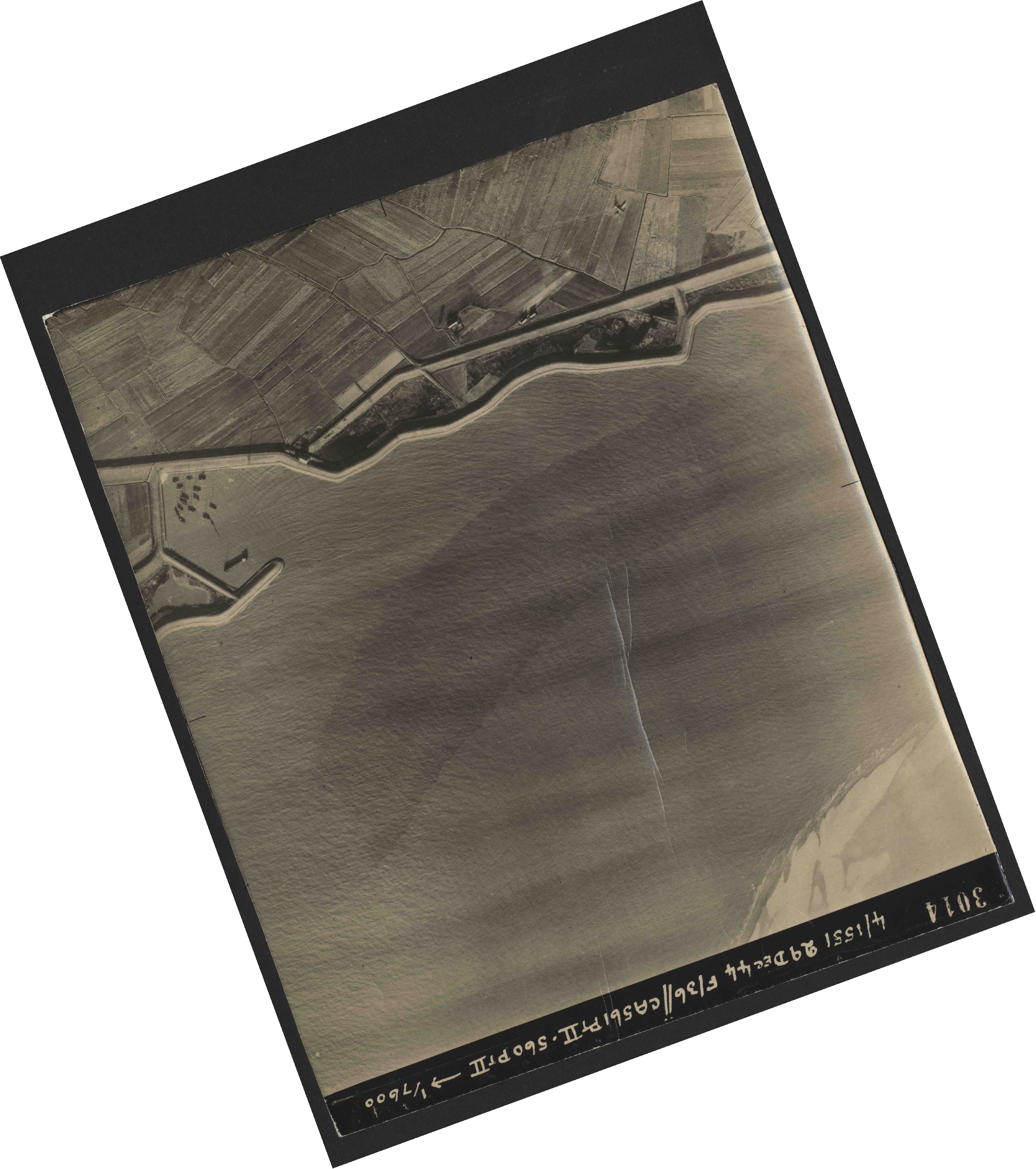 Collection RAF aerial photos 1940-1945 - flight 092, run 04, photo 3014