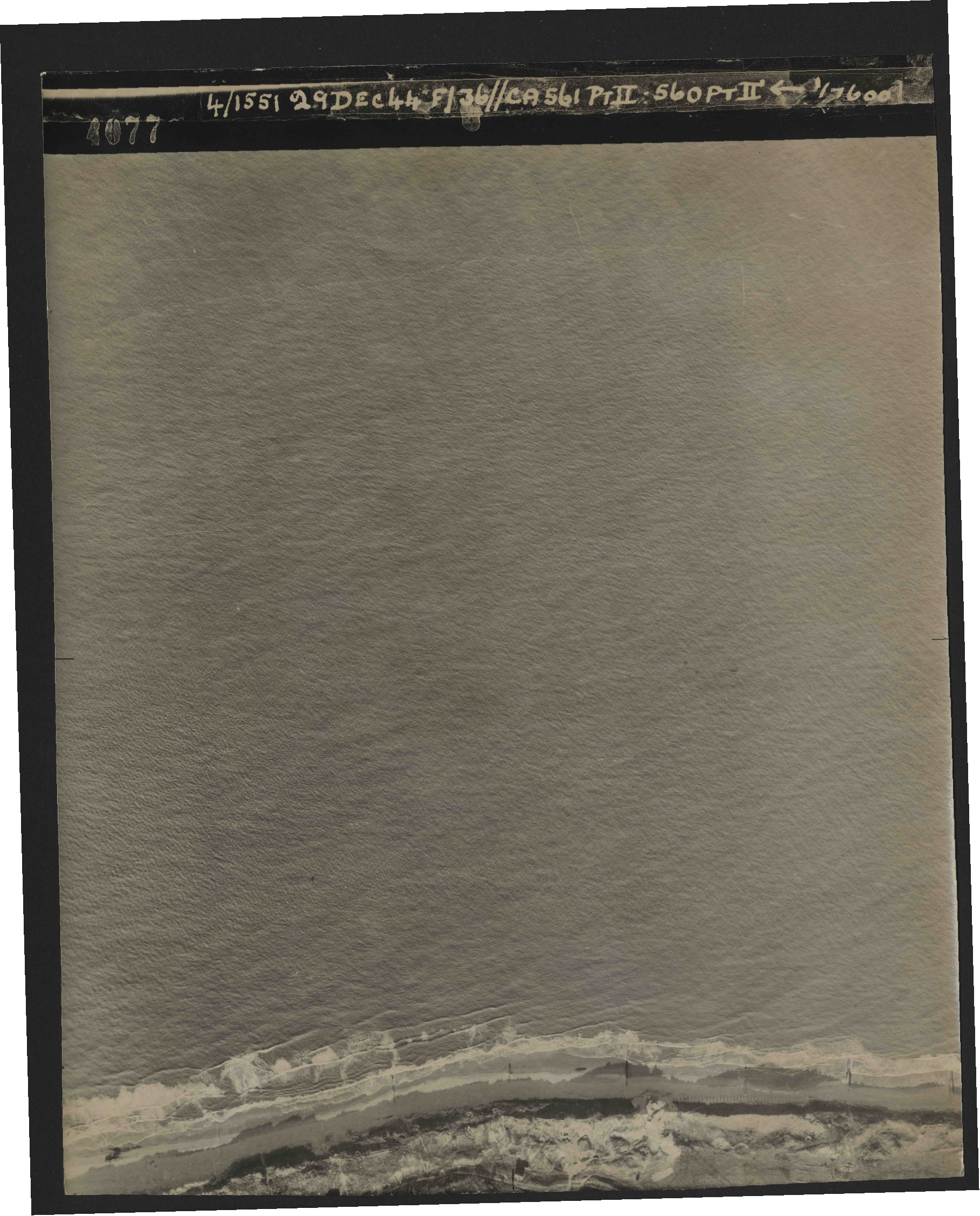 Collection RAF aerial photos 1940-1945 - flight 092, run 05, photo 4077