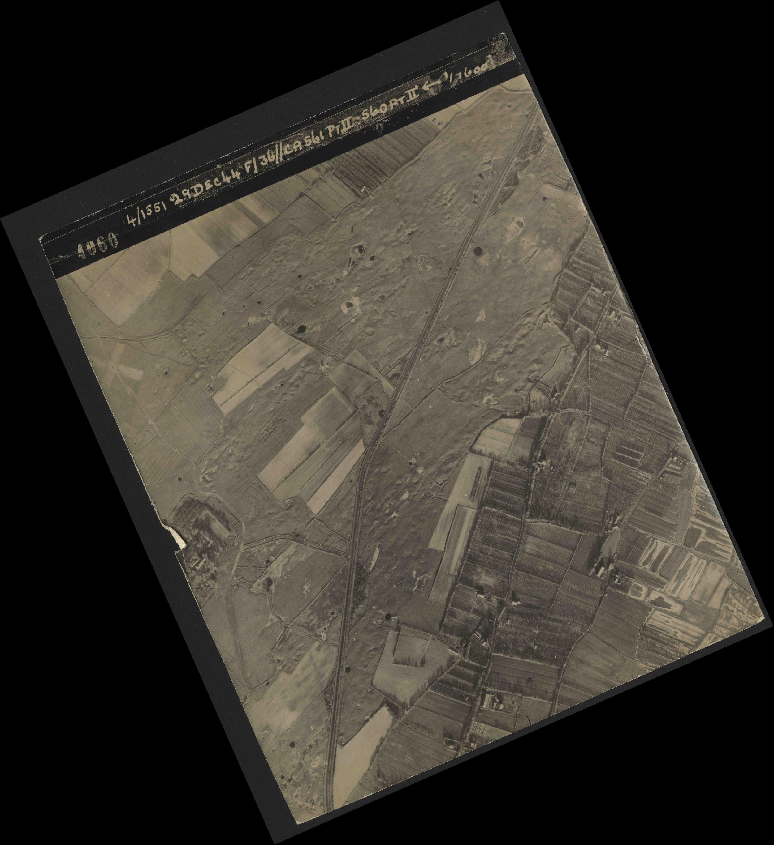 Collection RAF aerial photos 1940-1945 - flight 092, run 07, photo 4060