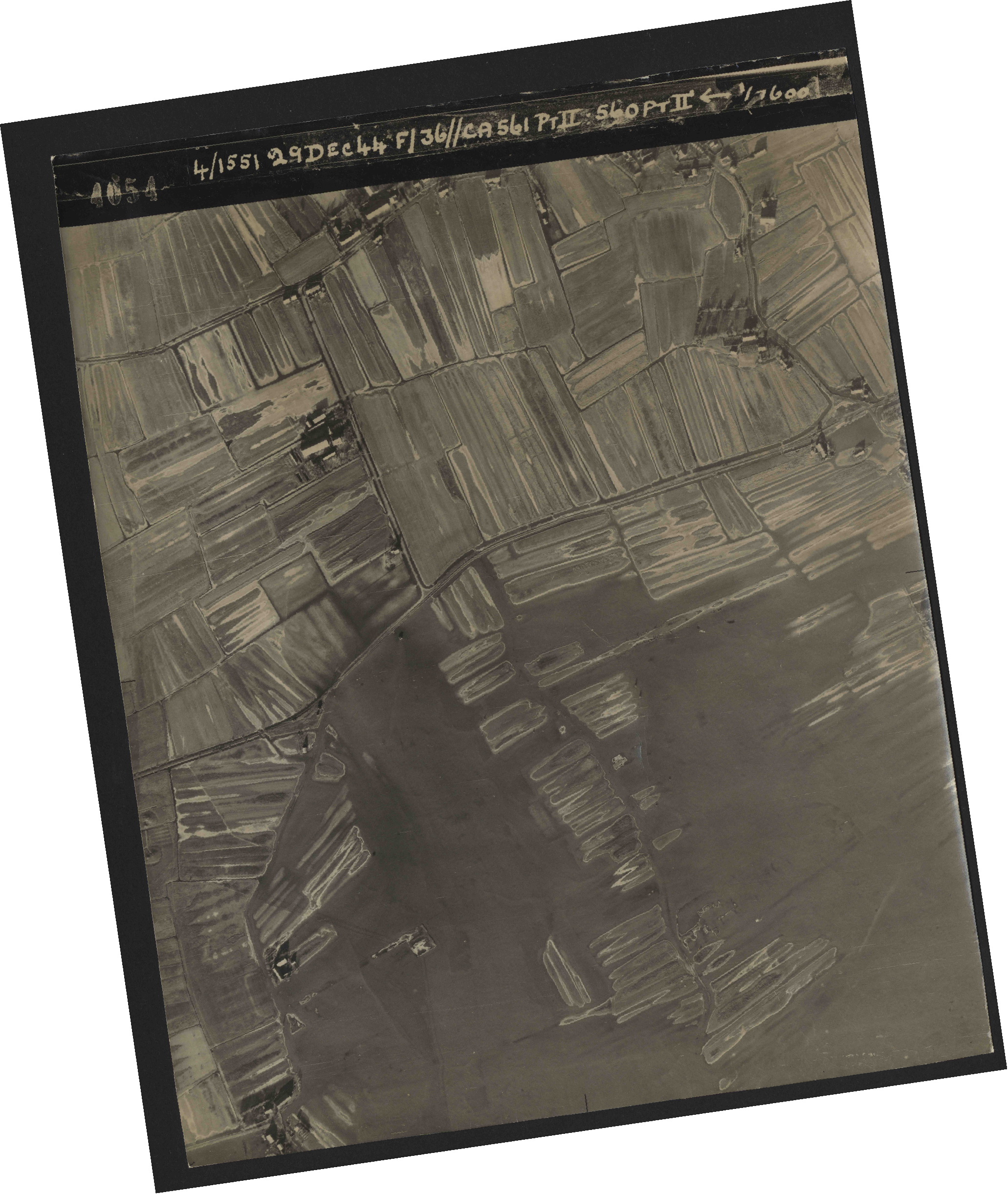 Collection RAF aerial photos 1940-1945 - flight 092, run 08, photo 4054