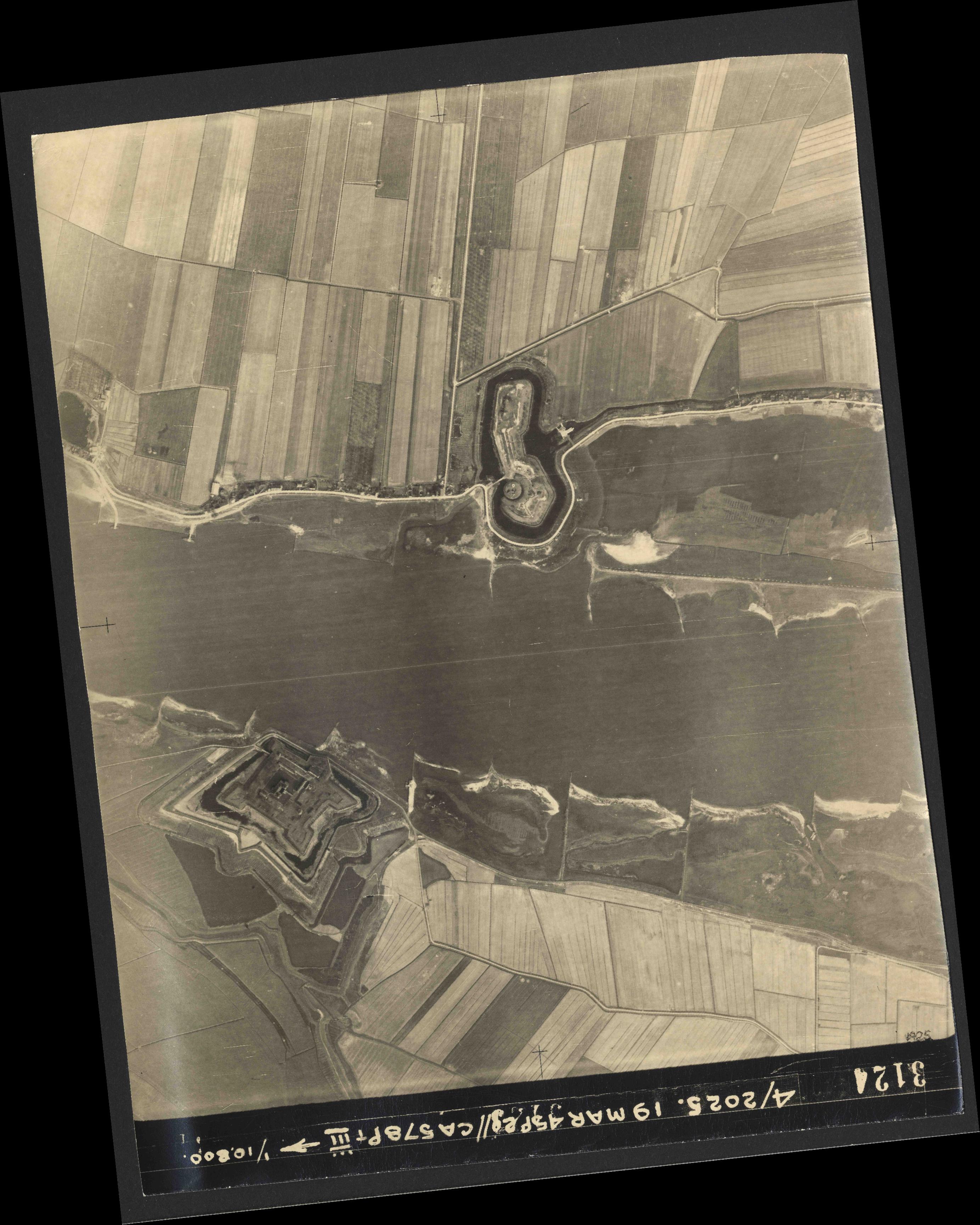 Collection RAF aerial photos 1940-1945 - flight 094, run 06, photo 3124