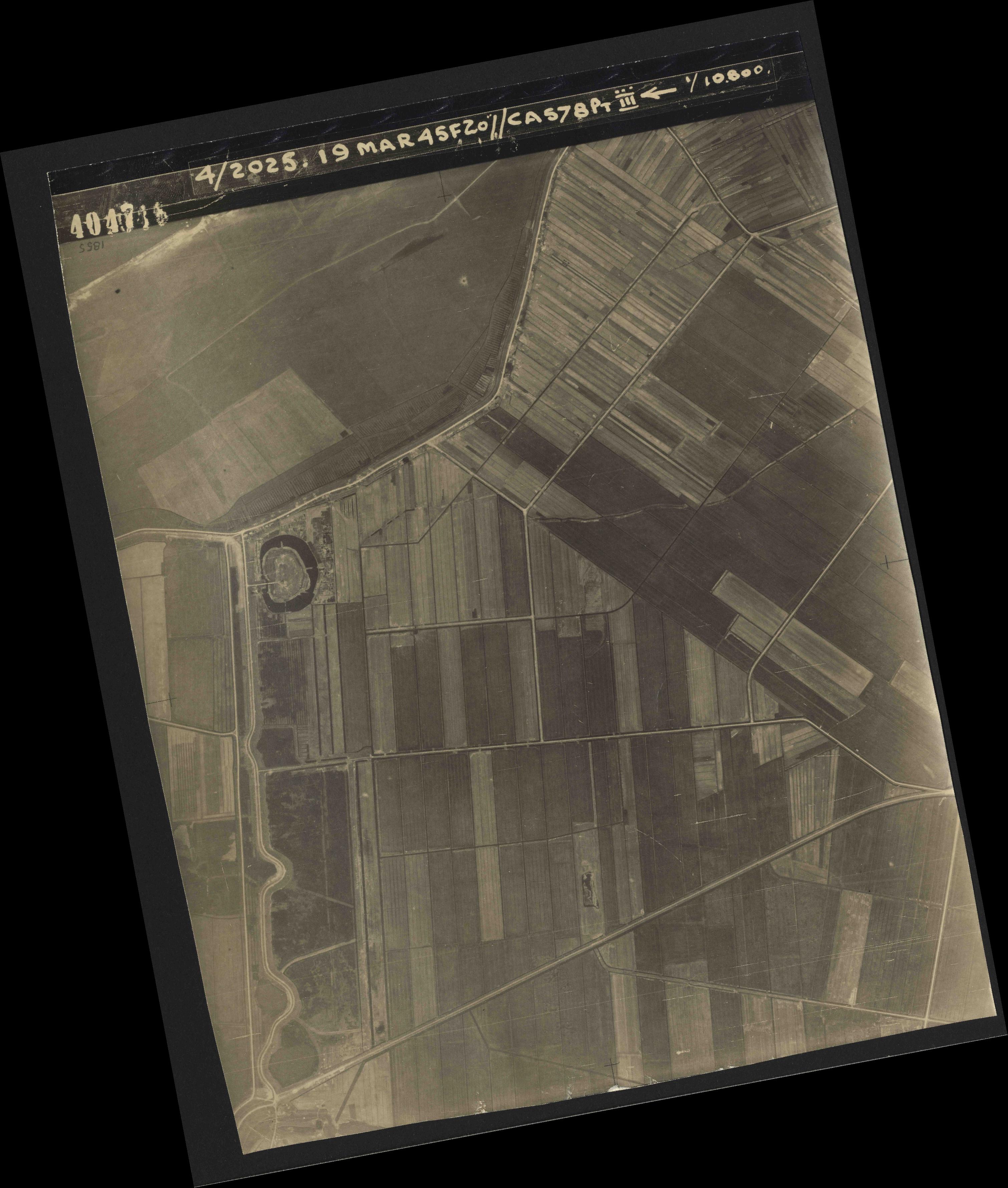 Collection RAF aerial photos 1940-1945 - flight 094, run 07, photo 4047