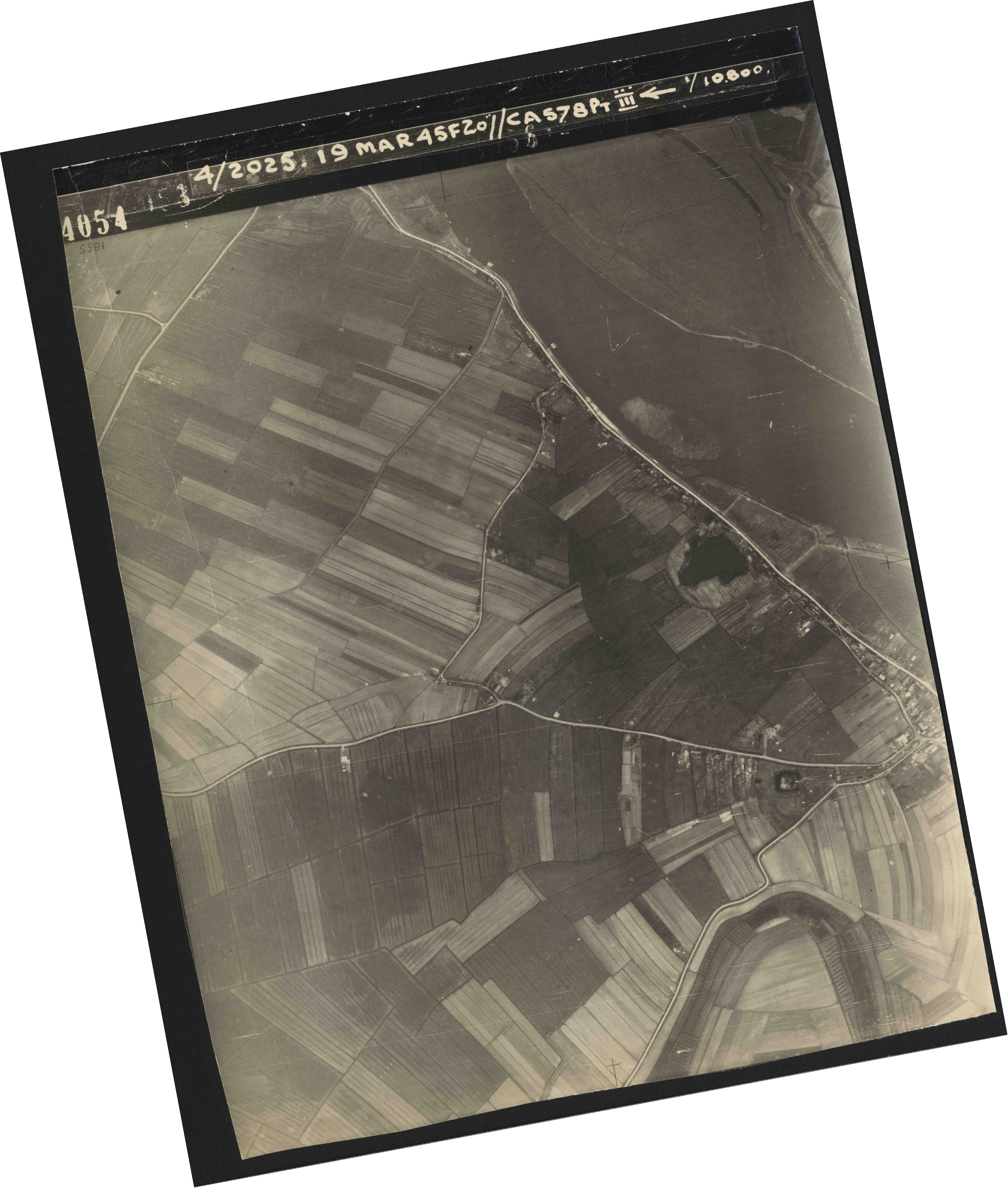 Collection RAF aerial photos 1940-1945 - flight 094, run 07, photo 4054