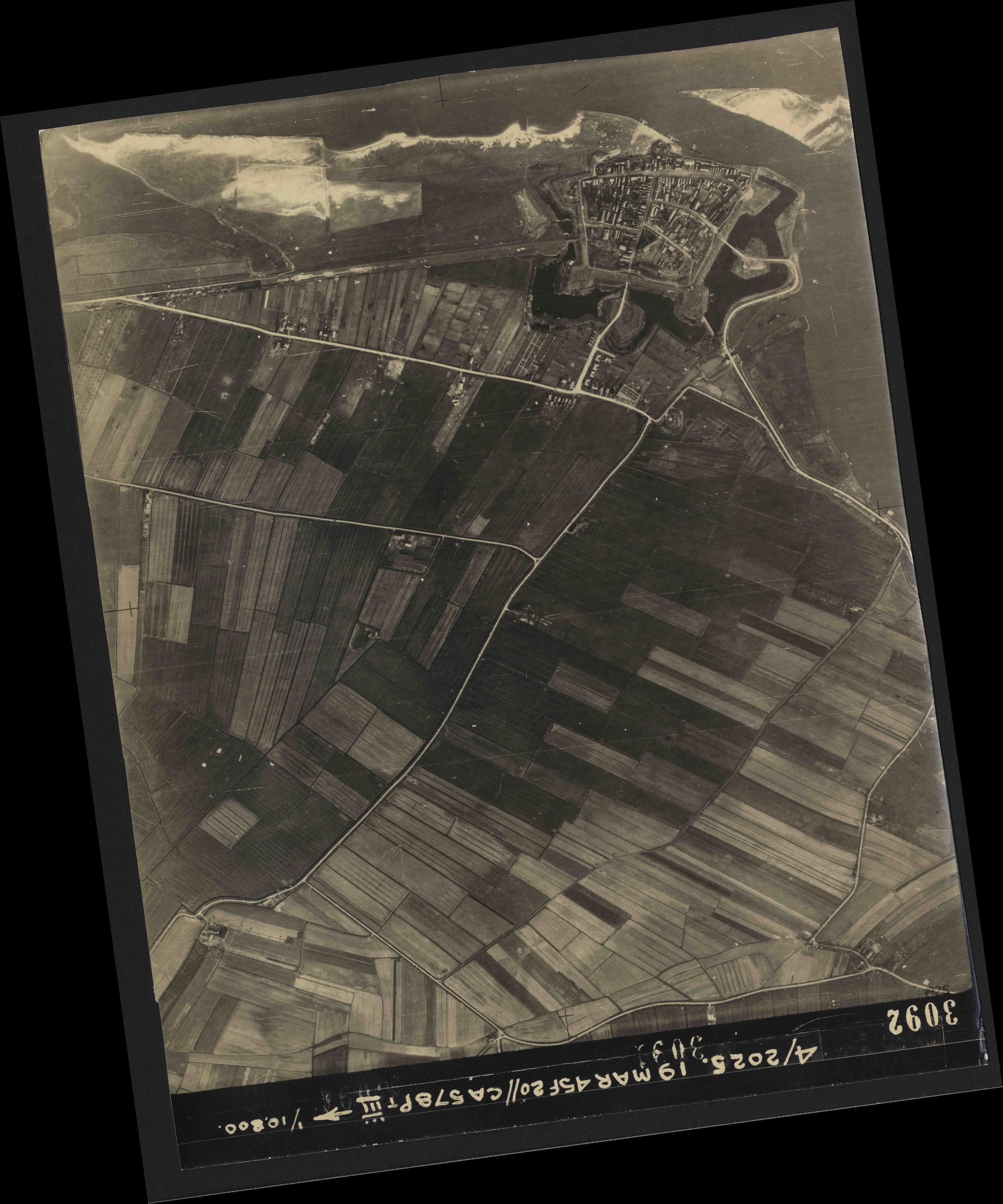 Collection RAF aerial photos 1940-1945 - flight 094, run 08, photo 3092