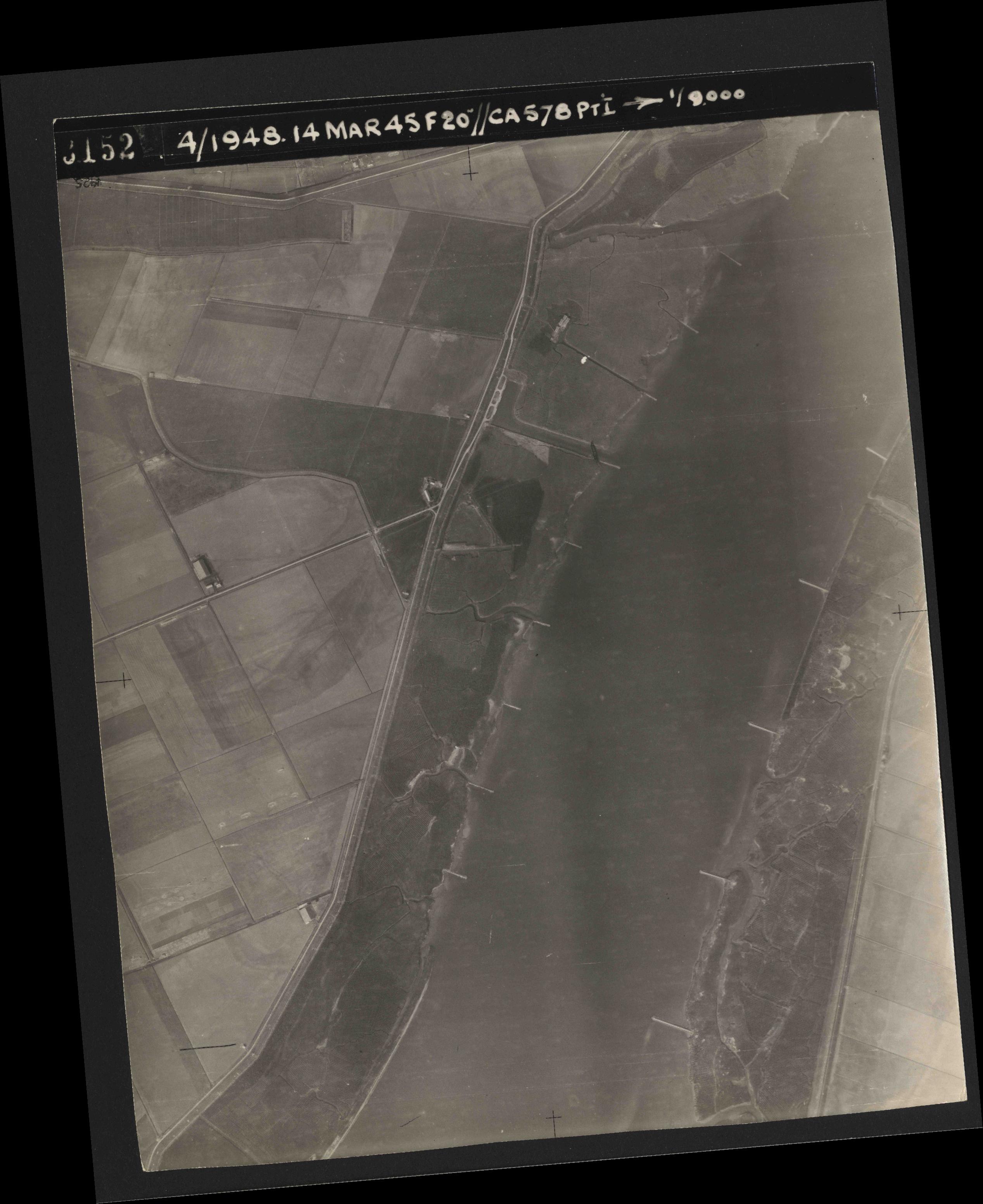 Collection RAF aerial photos 1940-1945 - flight 095, run 01, photo 3152