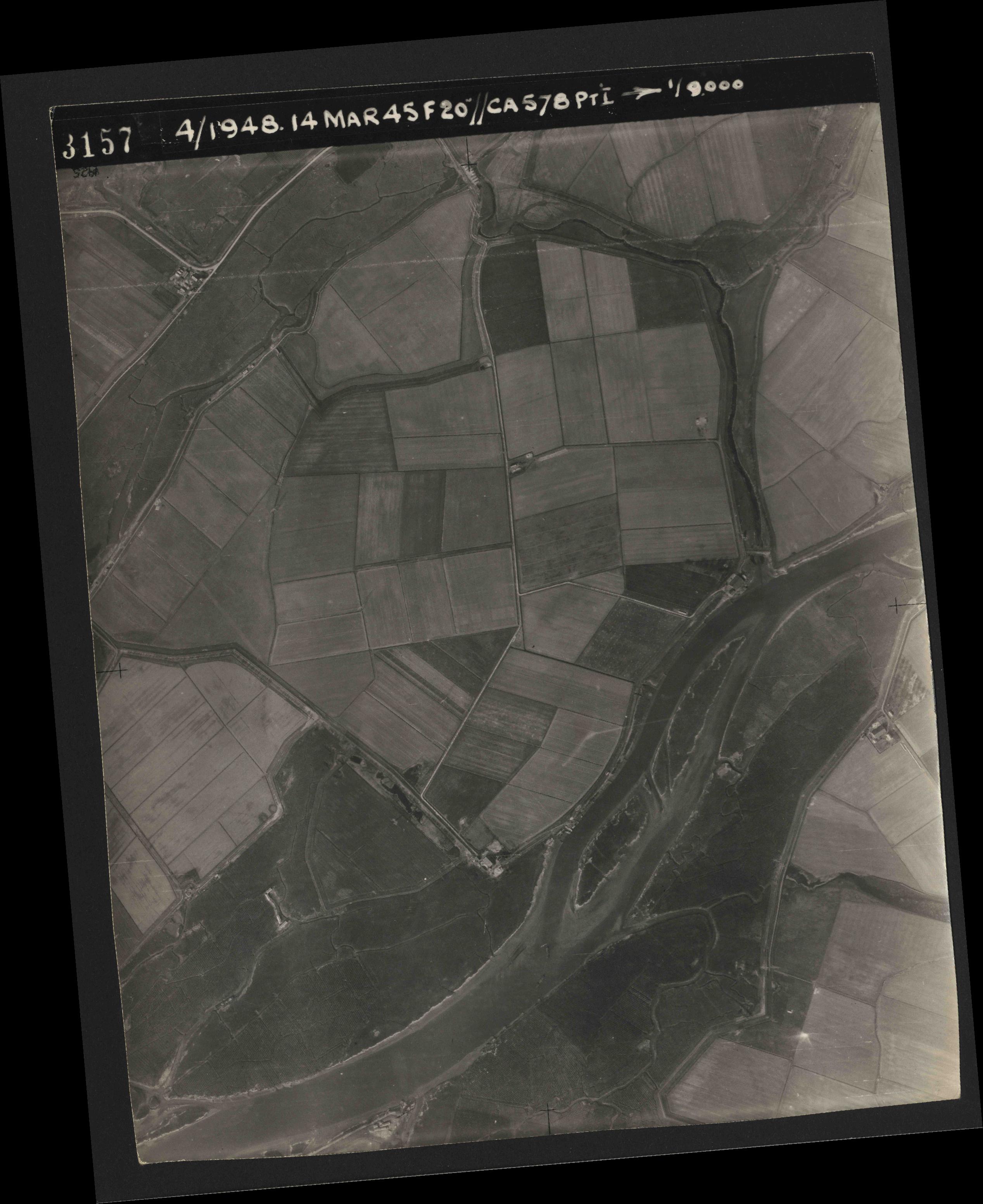 Collection RAF aerial photos 1940-1945 - flight 095, run 01, photo 3157