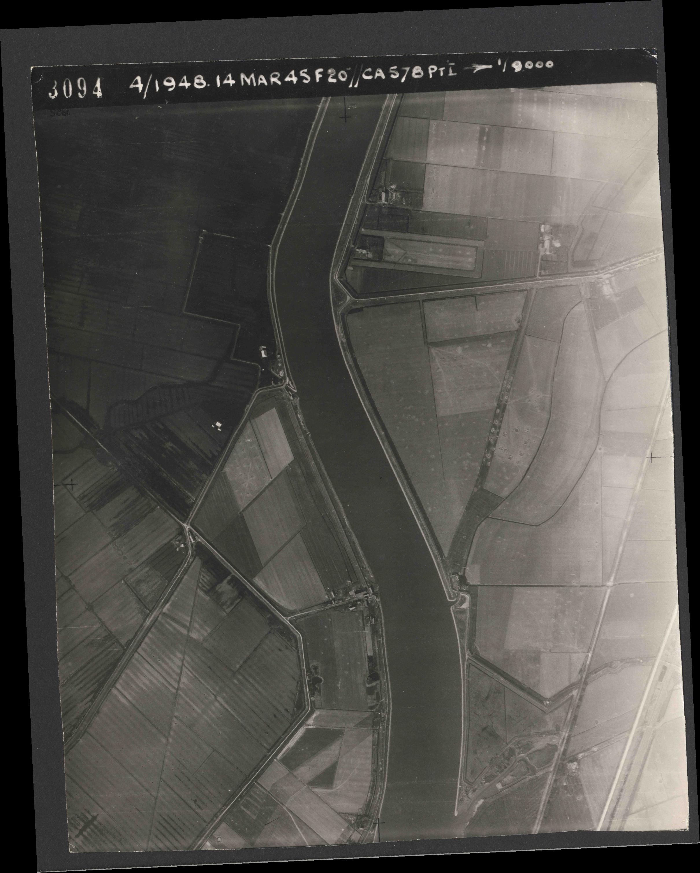 Collection RAF aerial photos 1940-1945 - flight 095, run 02, photo 3094