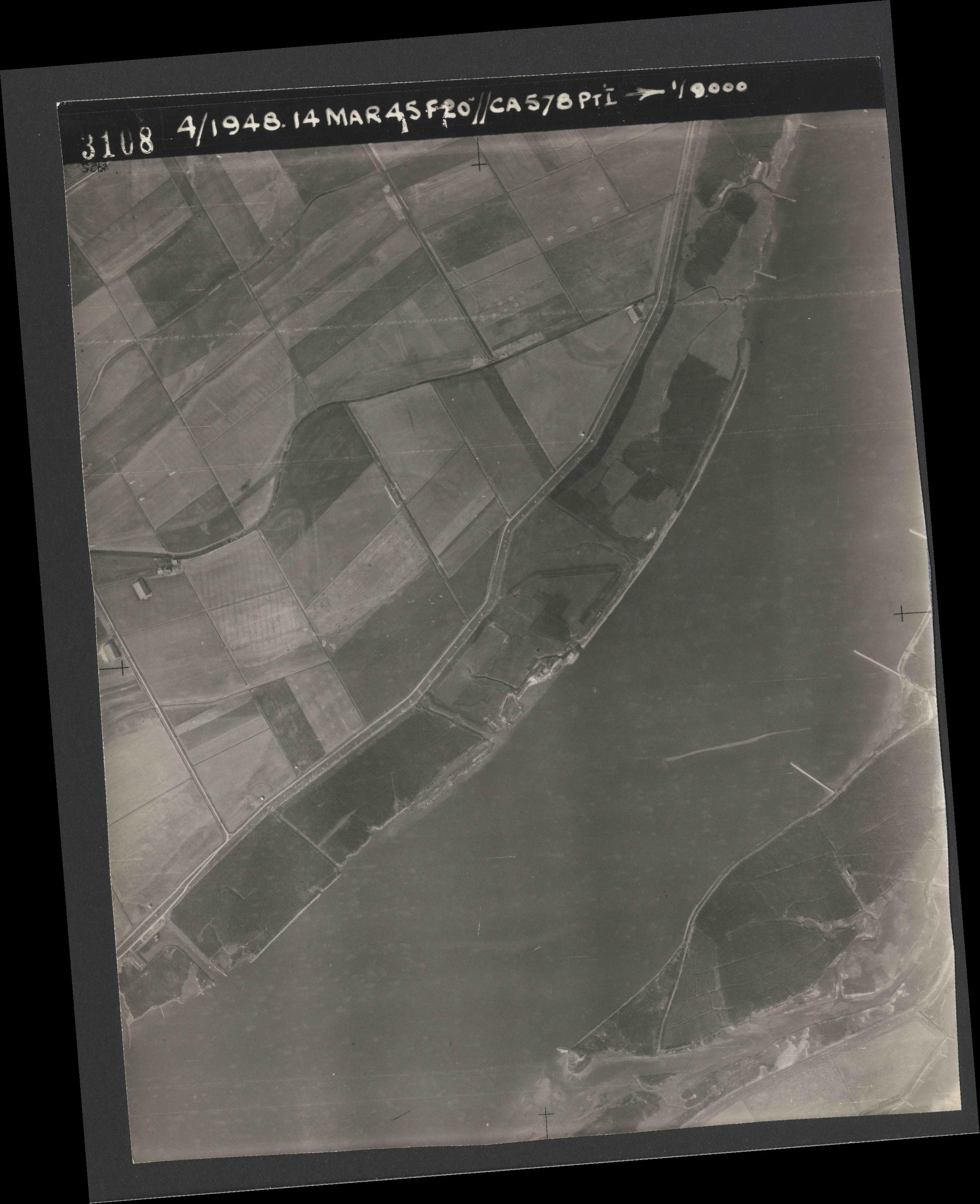 Collection RAF aerial photos 1940-1945 - flight 095, run 02, photo 3108