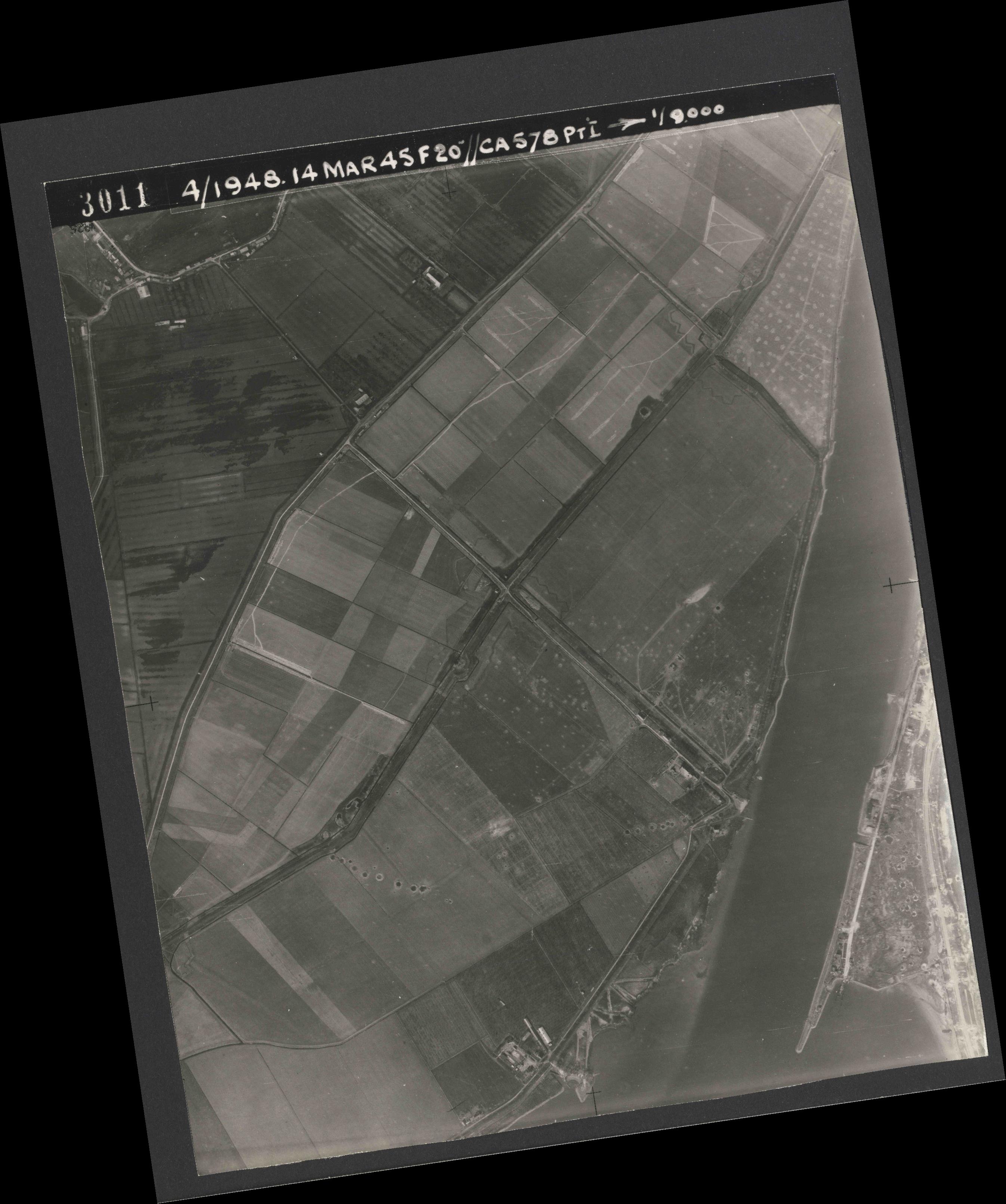 Collection RAF aerial photos 1940-1945 - flight 095, run 03, photo 3011