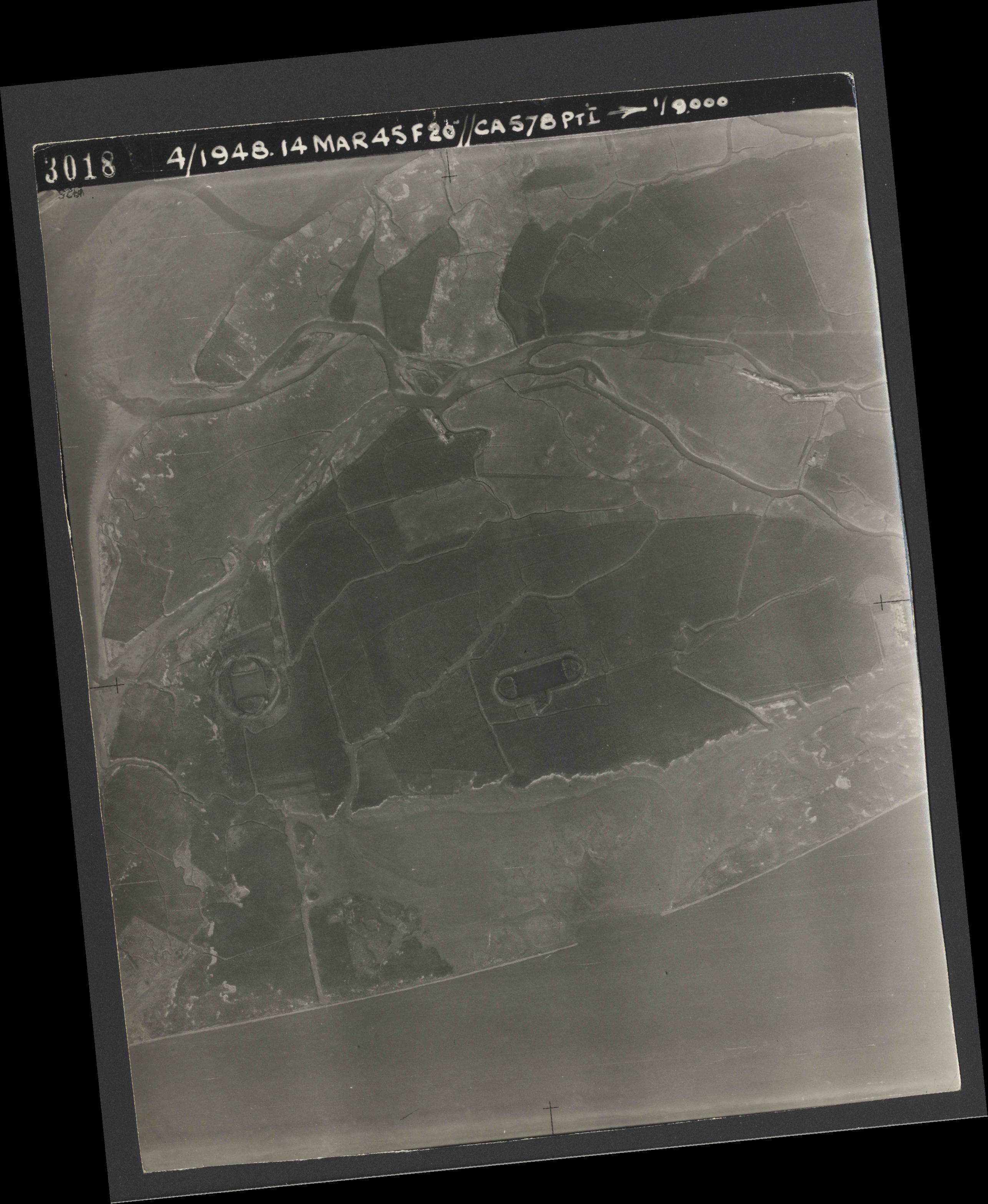 Collection RAF aerial photos 1940-1945 - flight 095, run 03, photo 3018