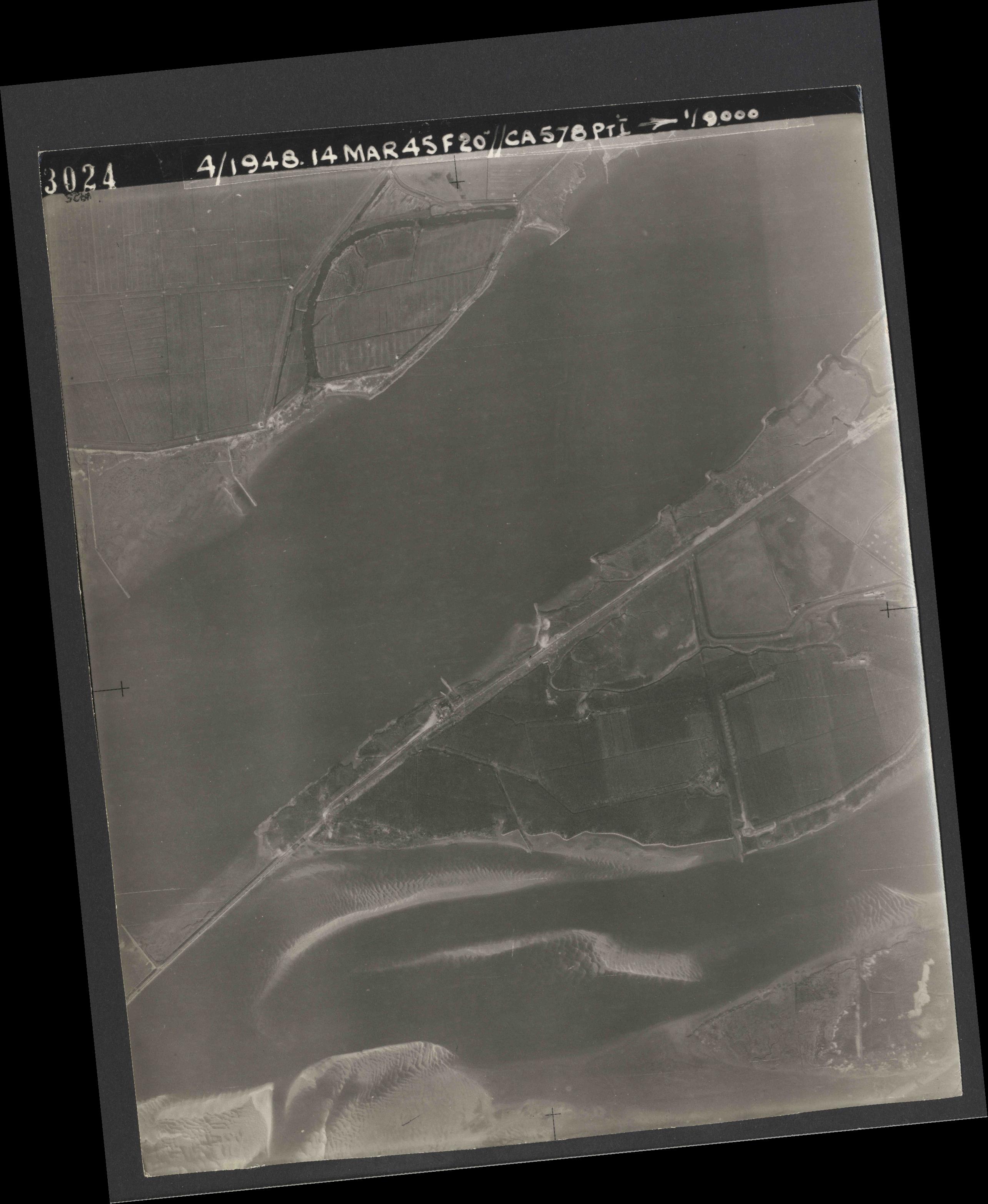 Collection RAF aerial photos 1940-1945 - flight 095, run 03, photo 3024