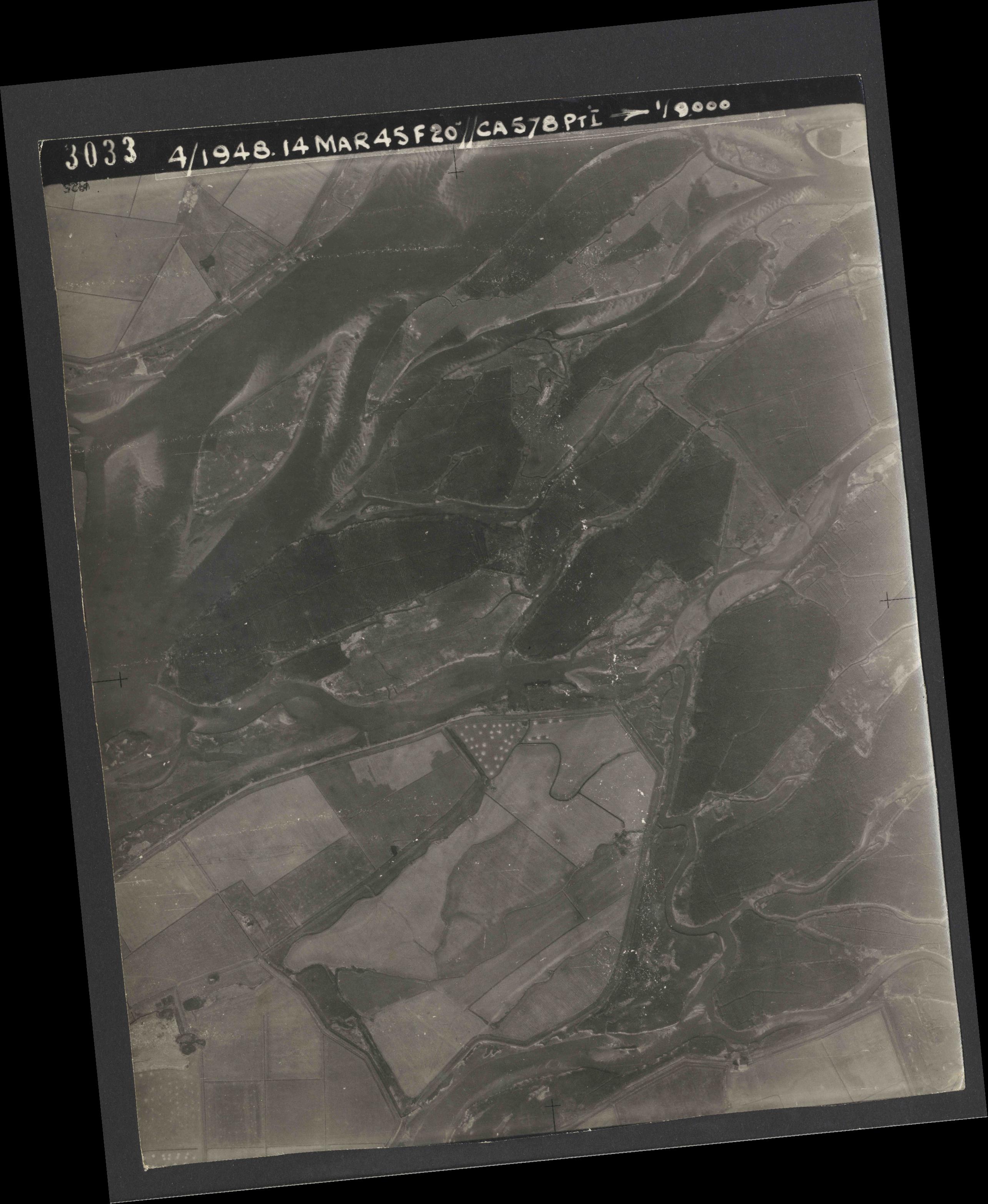 Collection RAF aerial photos 1940-1945 - flight 095, run 03, photo 3033