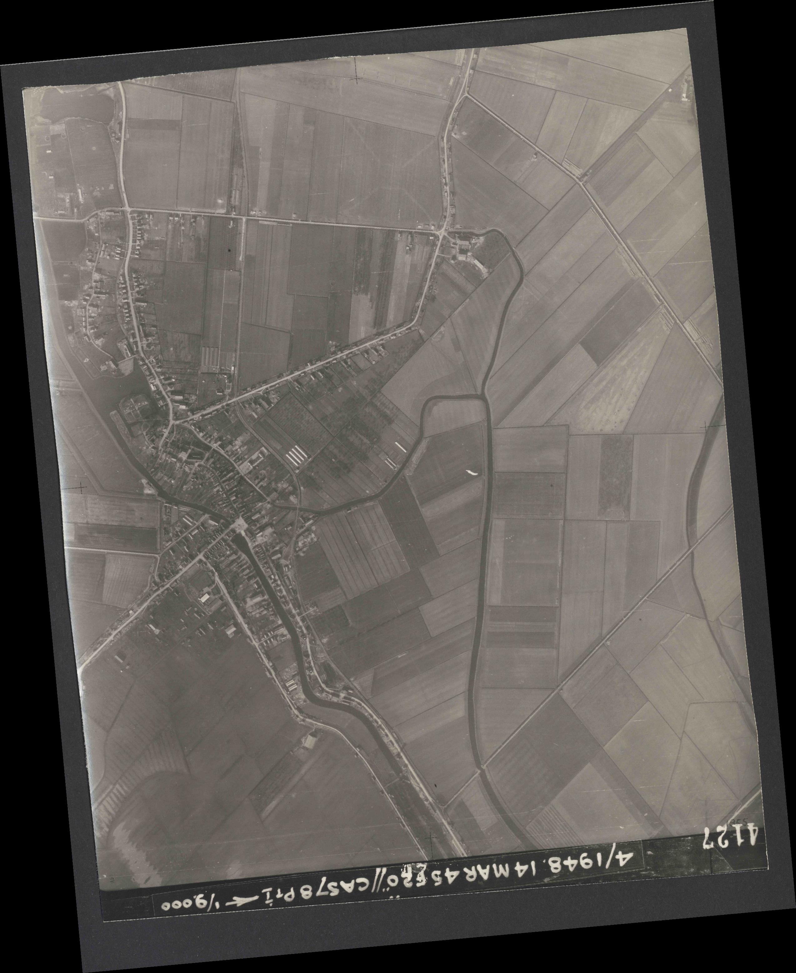 Collection RAF aerial photos 1940-1945 - flight 095, run 04, photo 4127