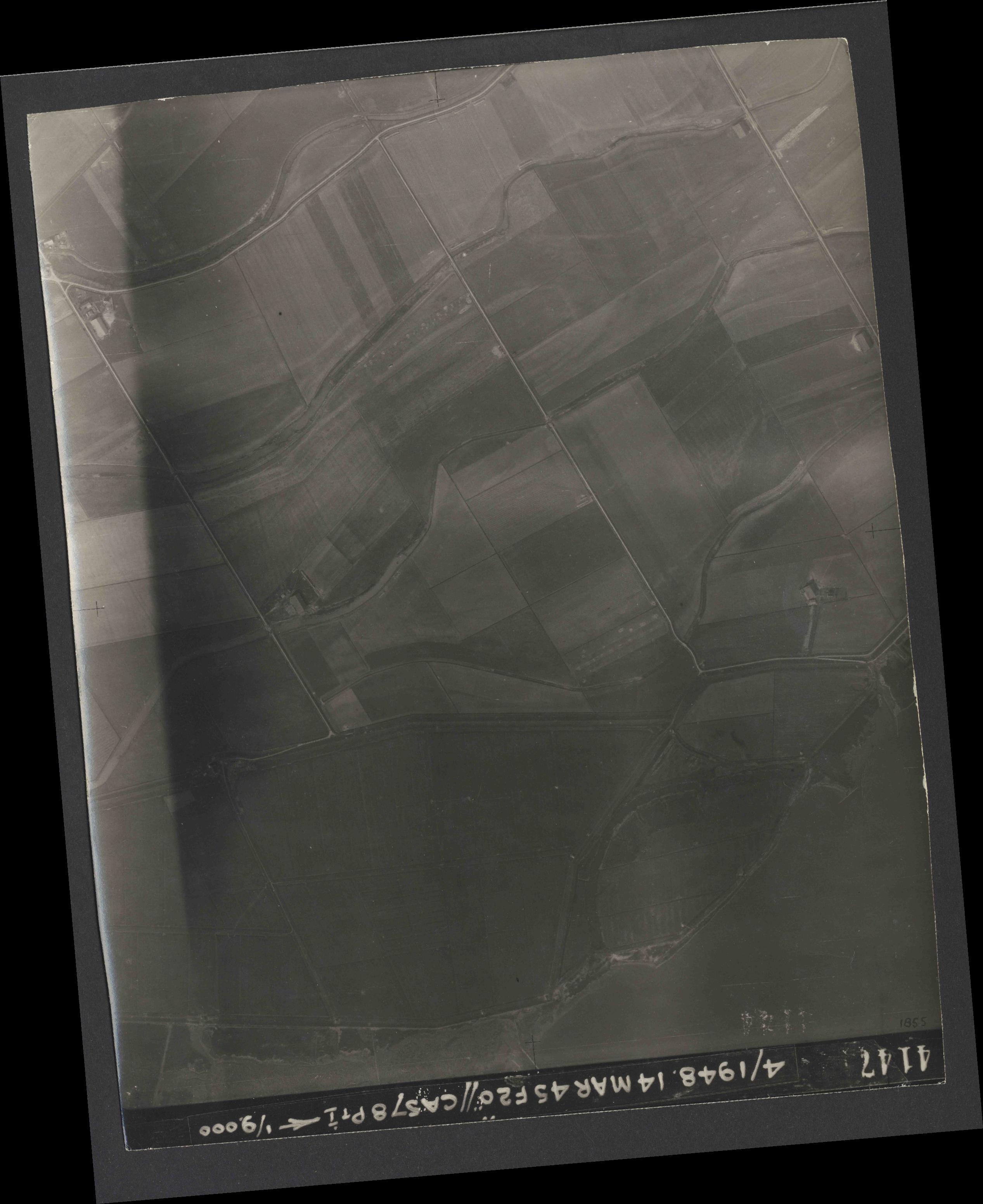 Collection RAF aerial photos 1940-1945 - flight 095, run 04, photo 4147