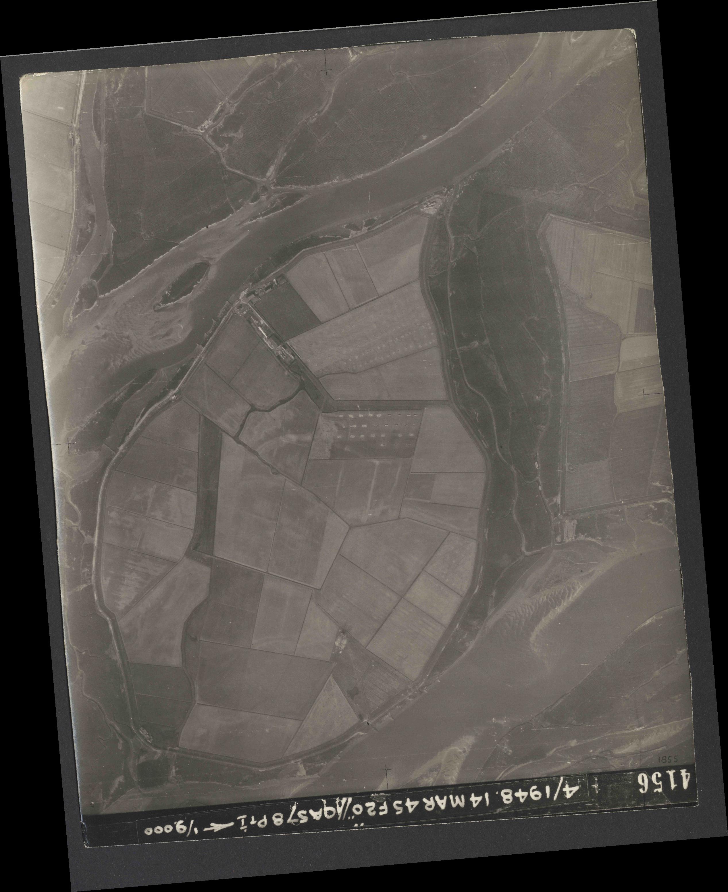 Collection RAF aerial photos 1940-1945 - flight 095, run 04, photo 4156