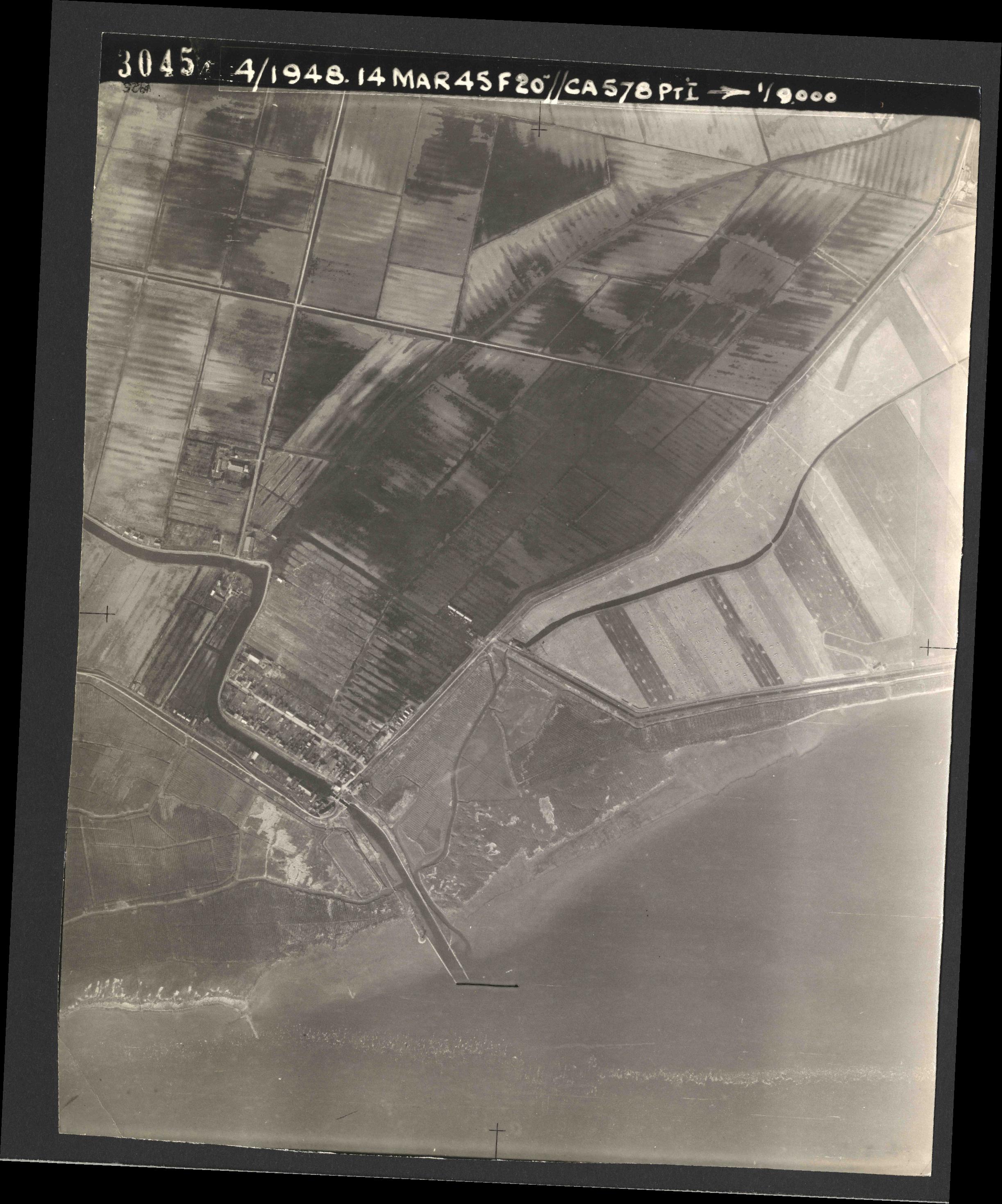 Collection RAF aerial photos 1940-1945 - flight 095, run 05, photo 3045