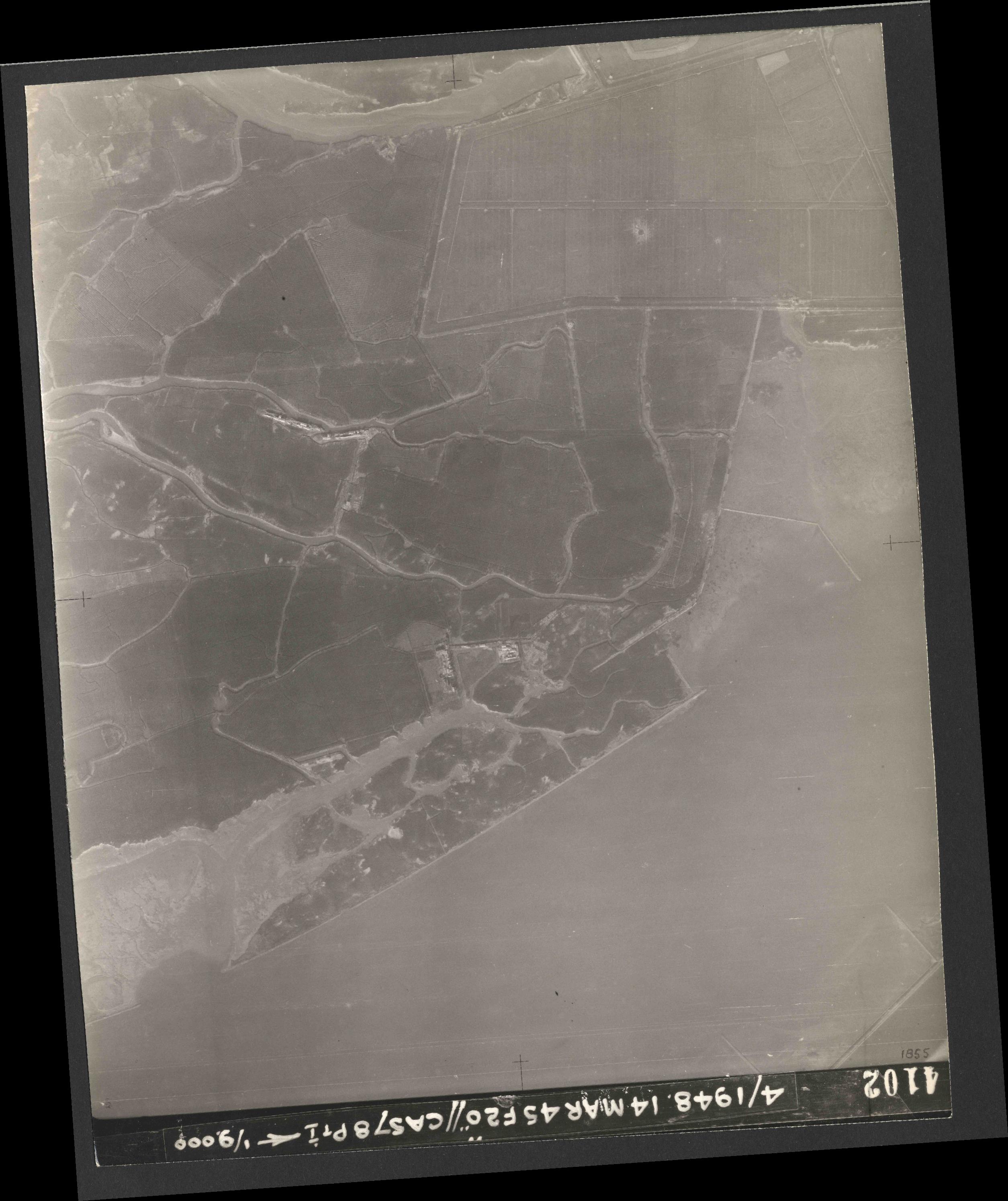 Collection RAF aerial photos 1940-1945 - flight 095, run 06, photo 4102