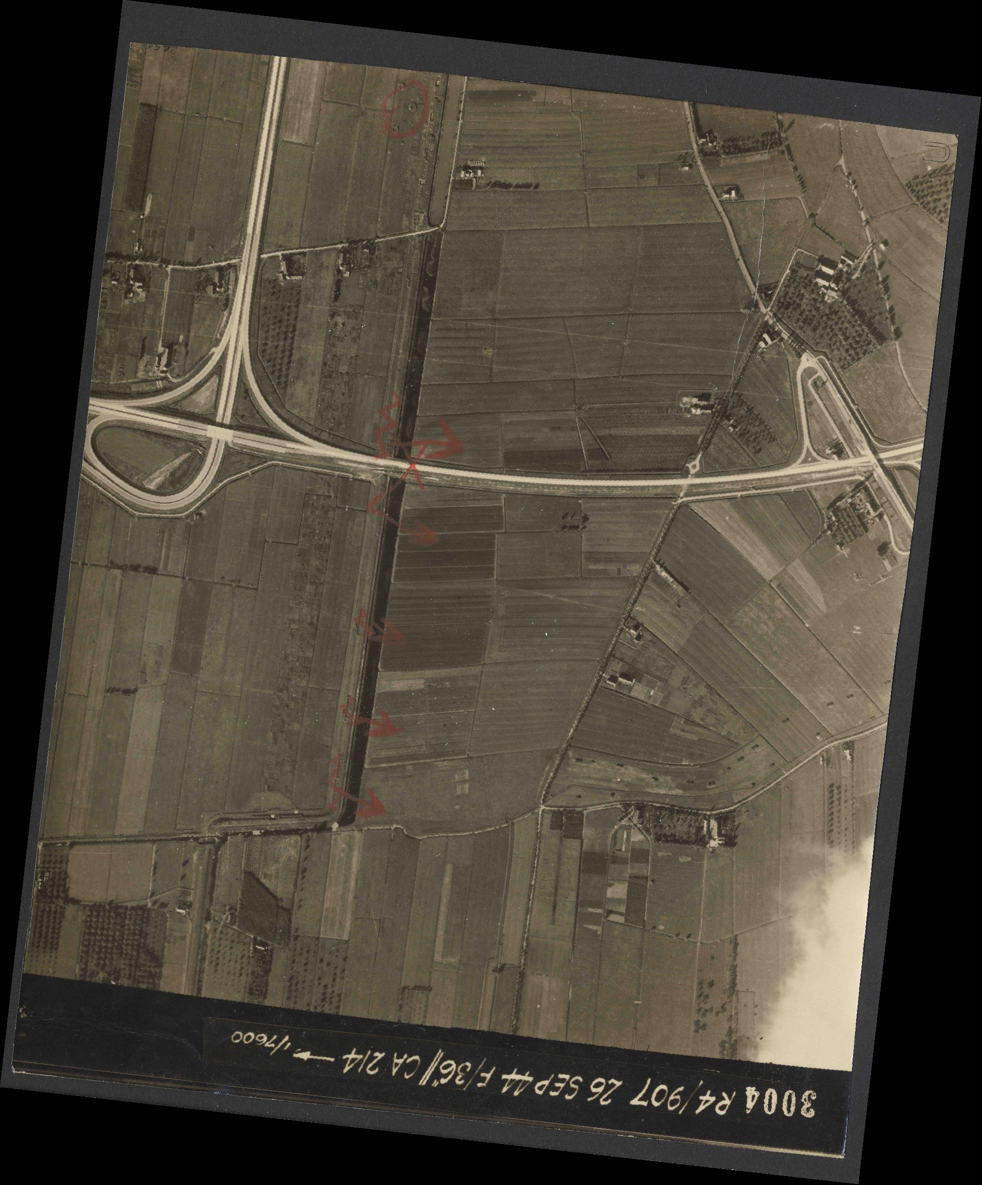 Collection RAF aerial photos 1940-1945 - flight 097, run 02, photo 3004