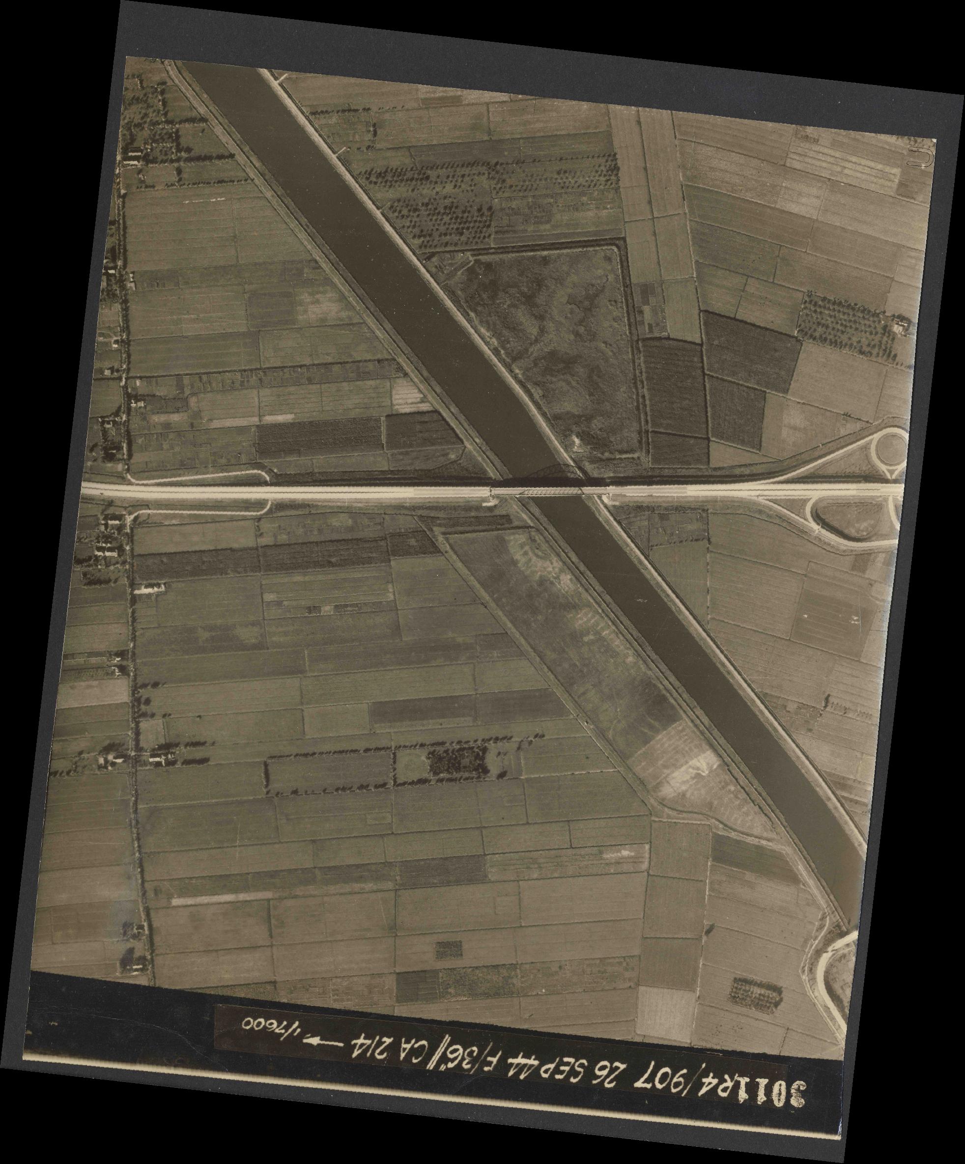 Collection RAF aerial photos 1940-1945 - flight 097, run 02, photo 3011
