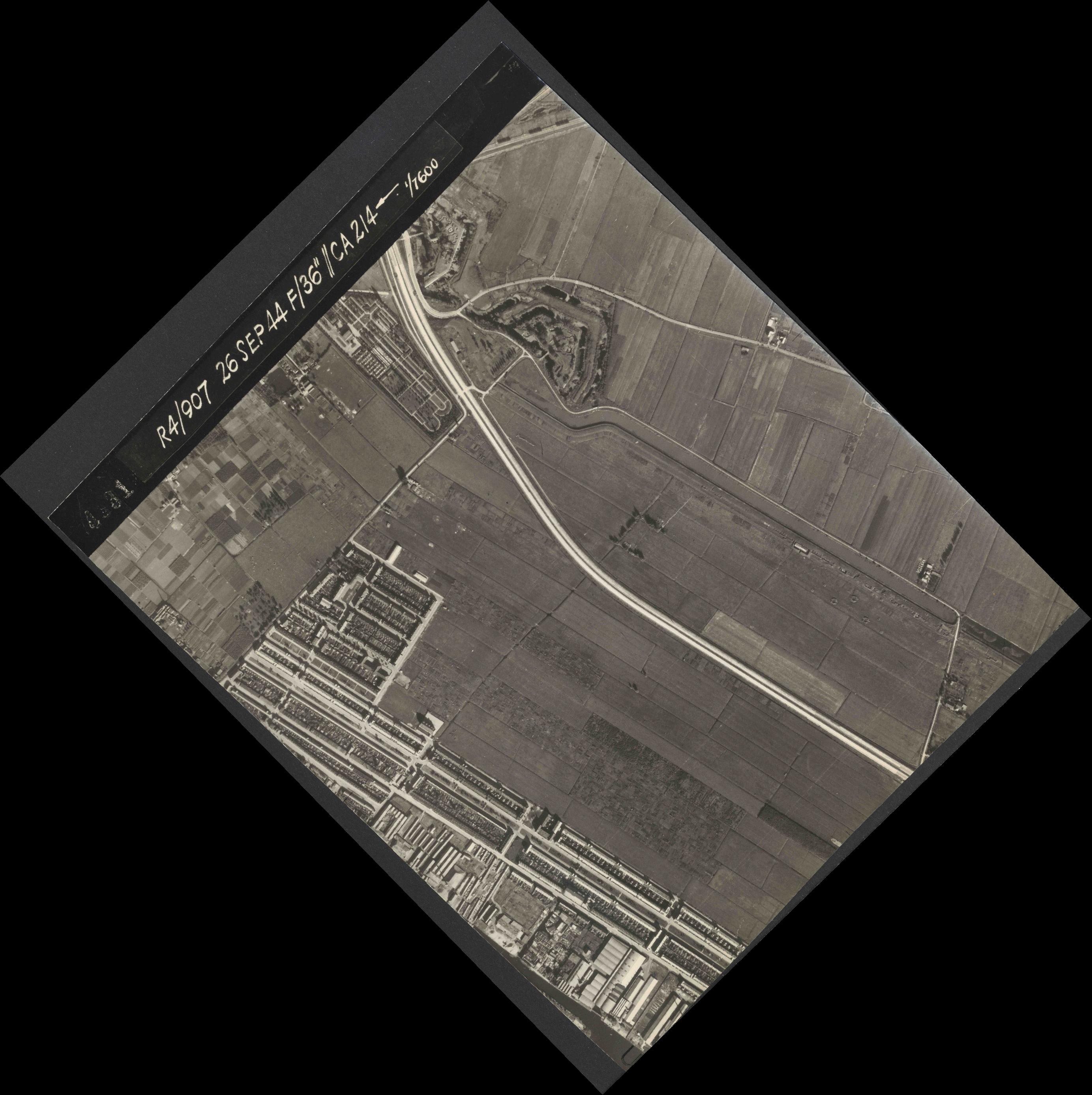 Collection RAF aerial photos 1940-1945 - flight 097, run 03, photo 4031