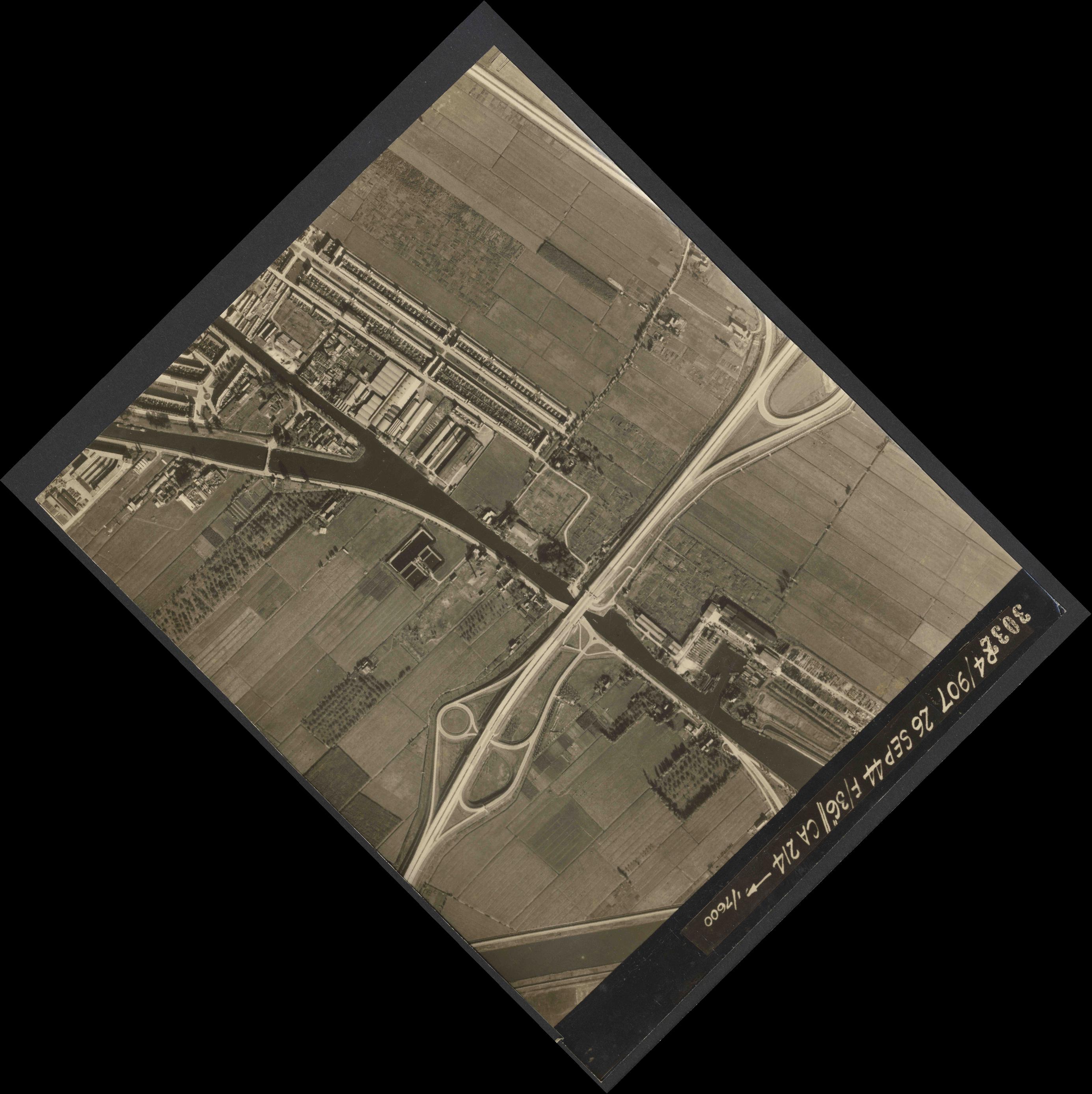 Collection RAF aerial photos 1940-1945 - flight 097, run 04, photo 3032