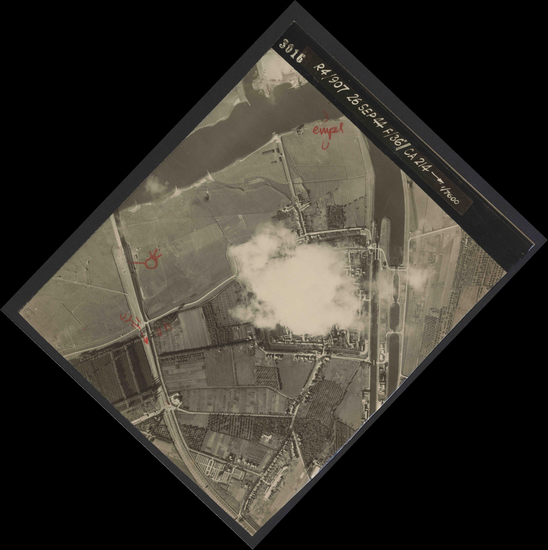 Collection RAF aerial photos 1940-1945 - flight 097, run 07, photo 3016