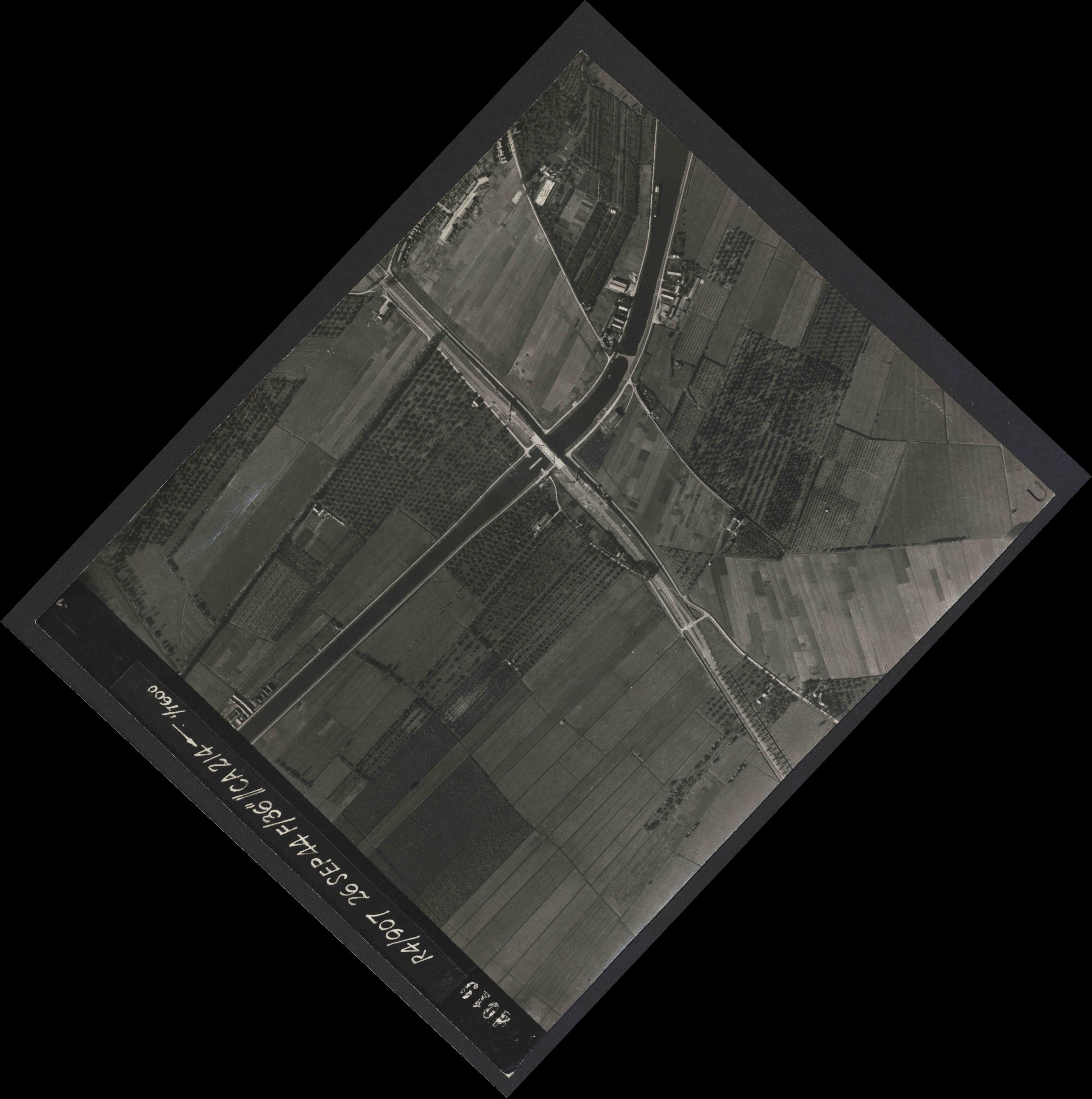 Collection RAF aerial photos 1940-1945 - flight 097, run 08, photo 4019