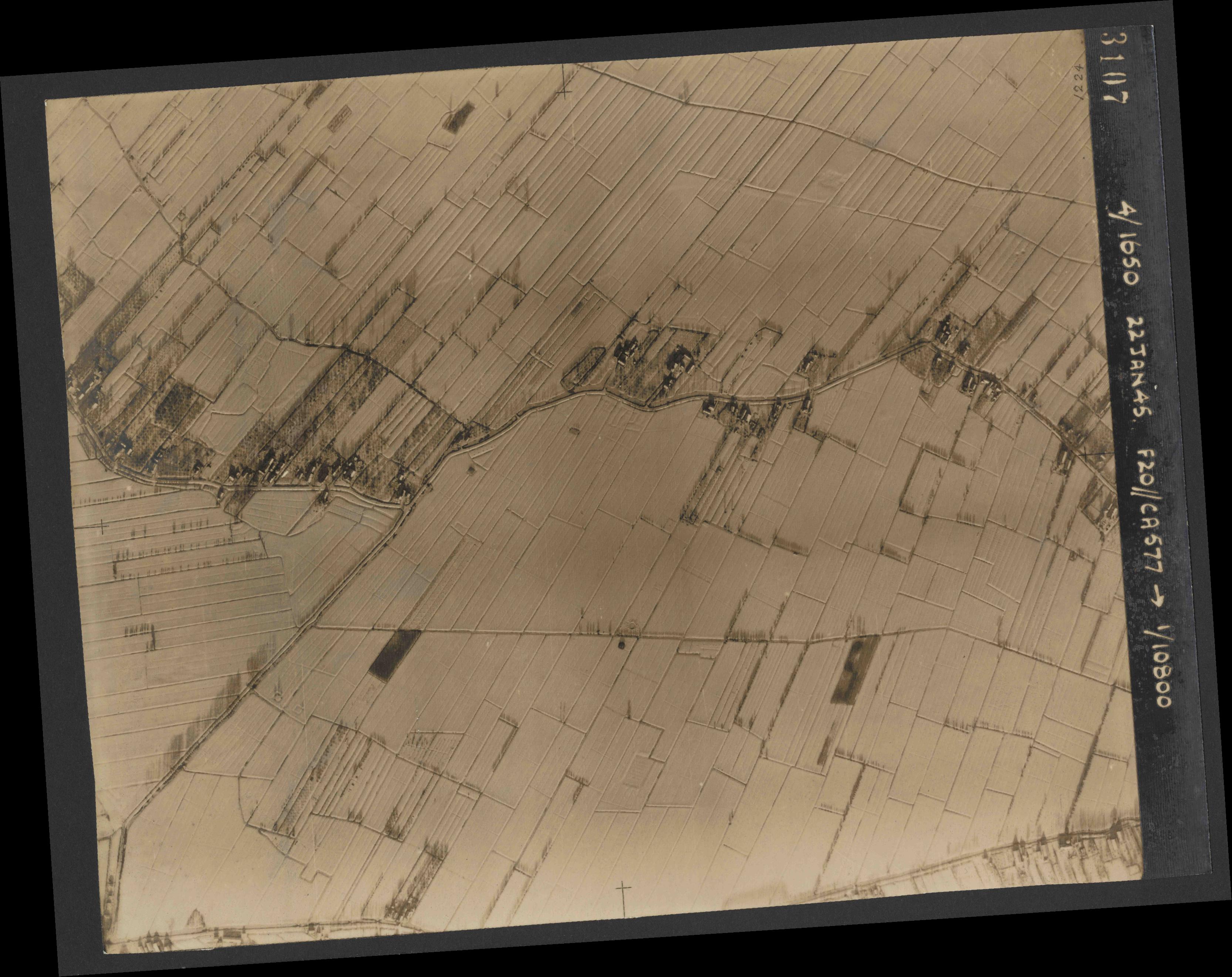 Collection RAF aerial photos 1940-1945 - flight 098, run 05, photo 3107
